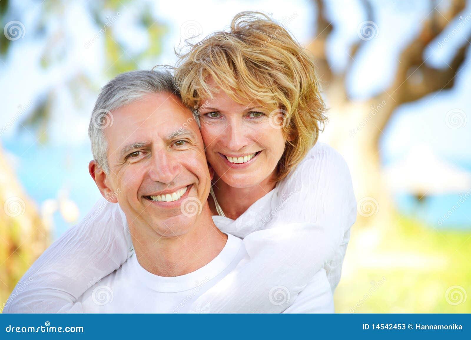 Sonrisa madura de los pares