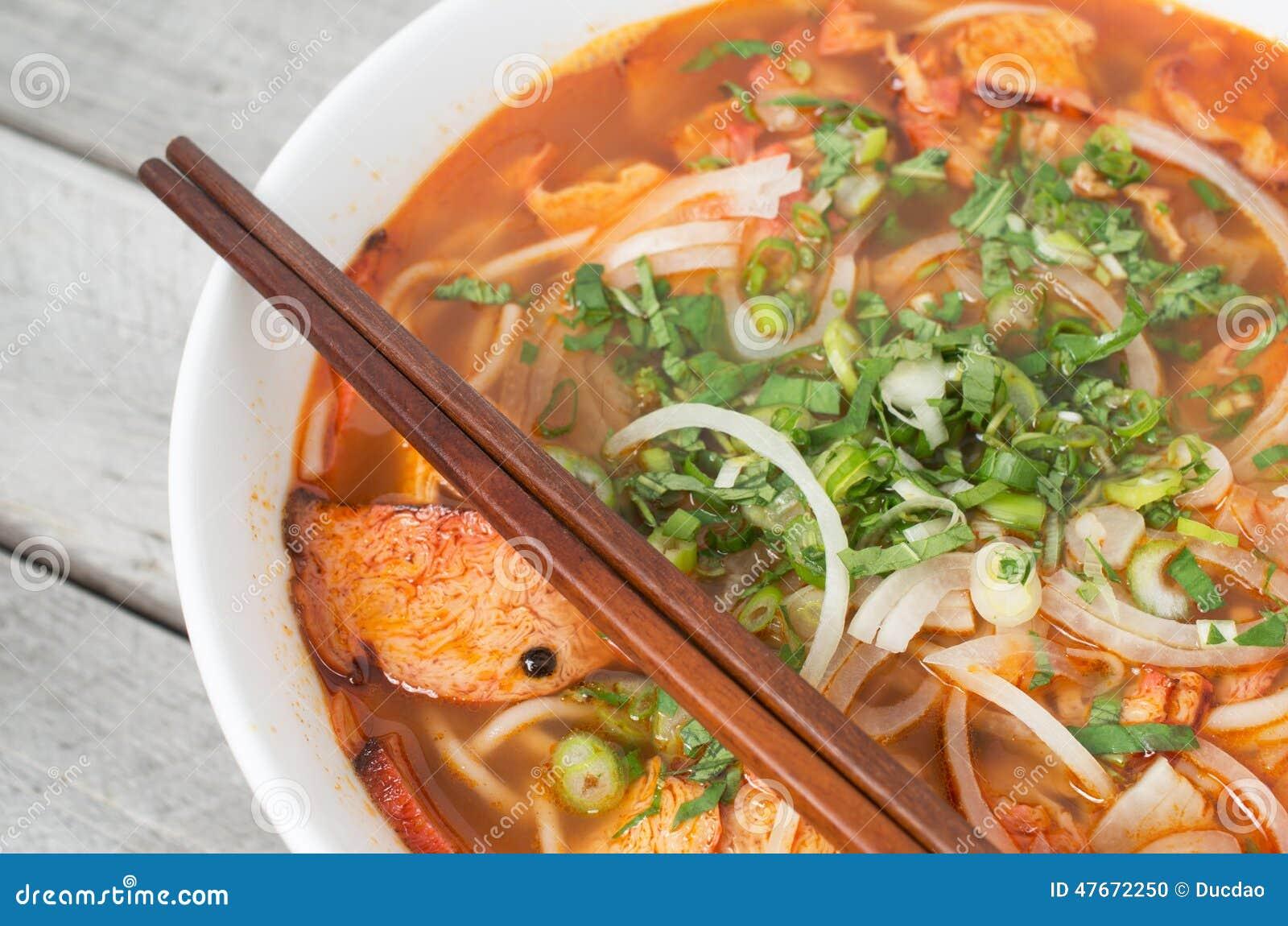 Sopa caliente y picante vietnamita, tonalidad de BO del bollo chay