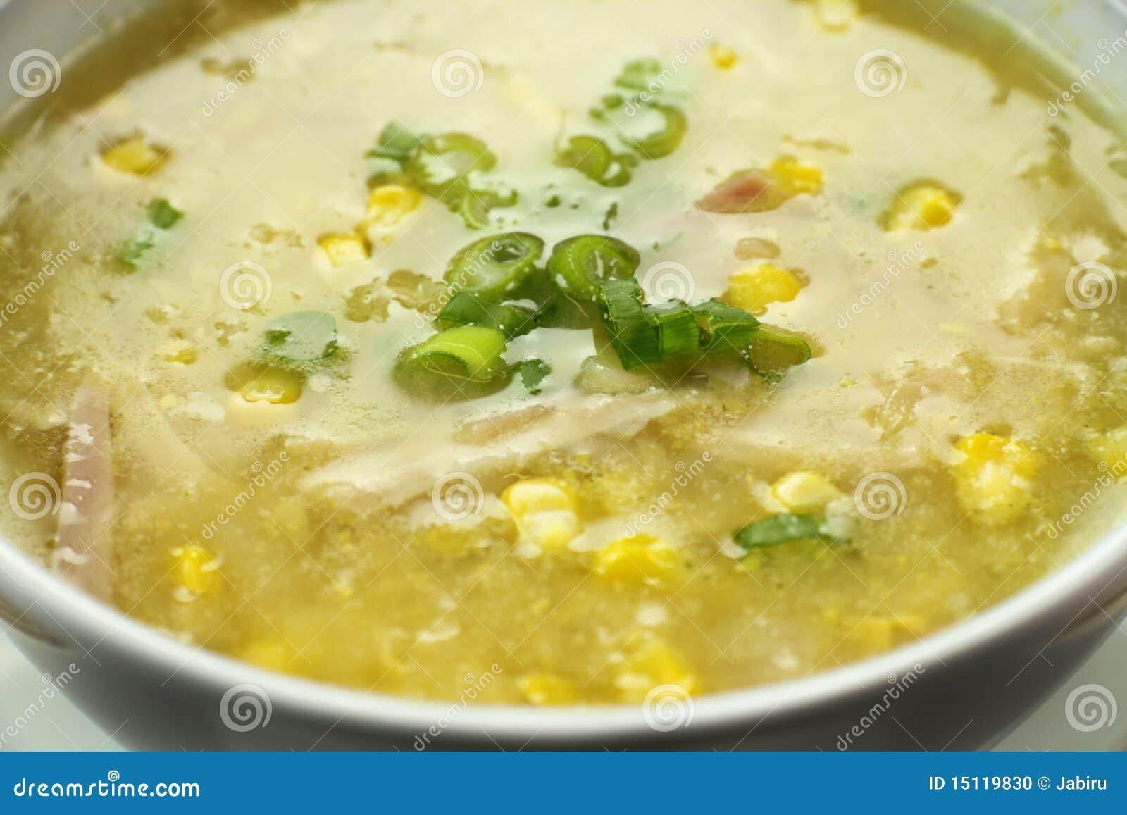 Sopa china del pollo y del maíz