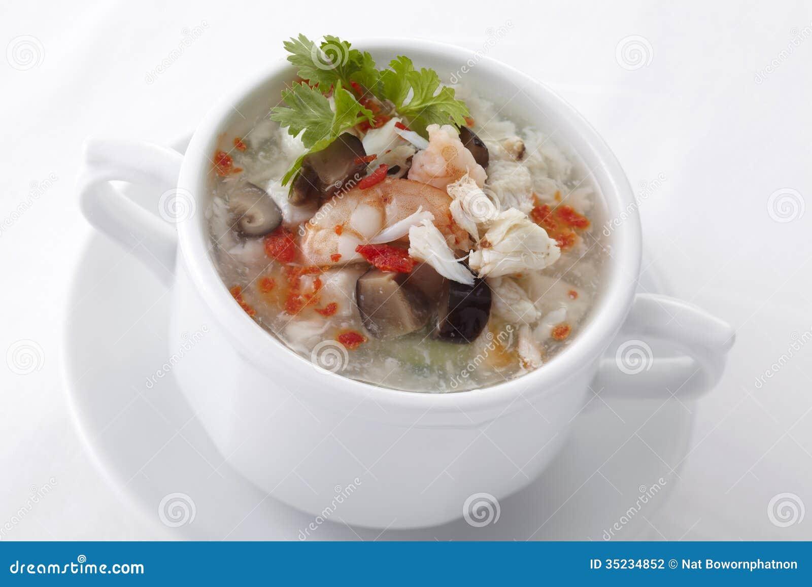 Sopa chinesa do ovo com marisco