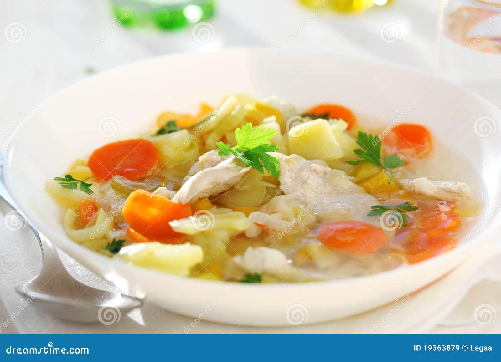 Sopa com galinha e vegetal