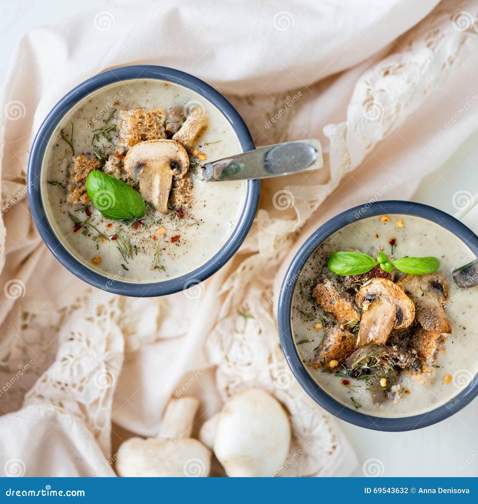 Sopa de creme do cogumelo