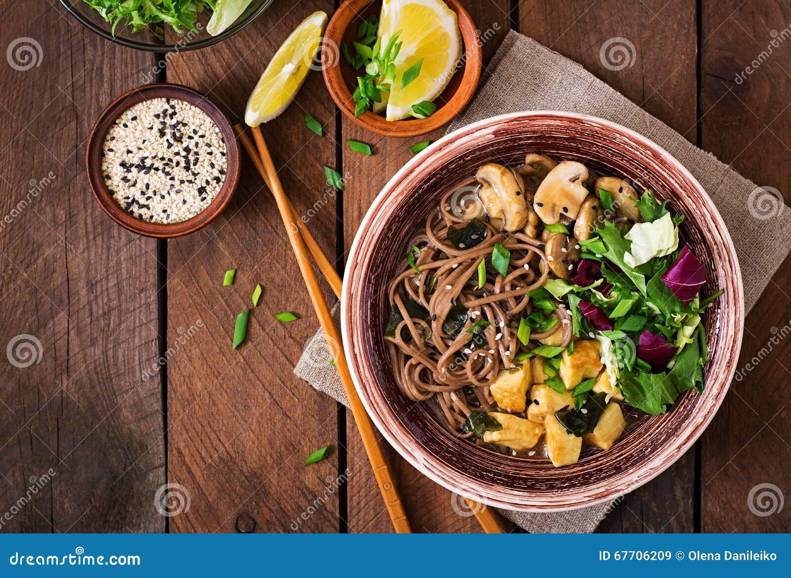 Sopa de fideos del Miso y del soba