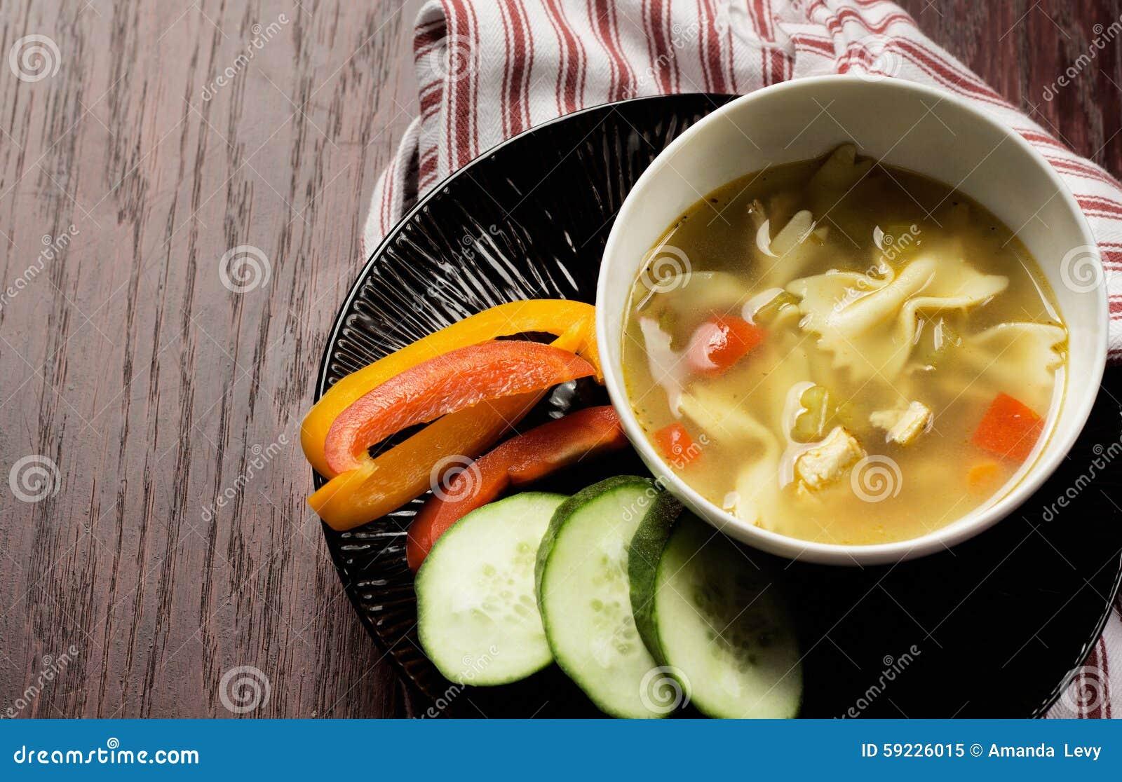 Download Sopa de fideos del pollo imagen de archivo. Imagen de tajado - 59226015