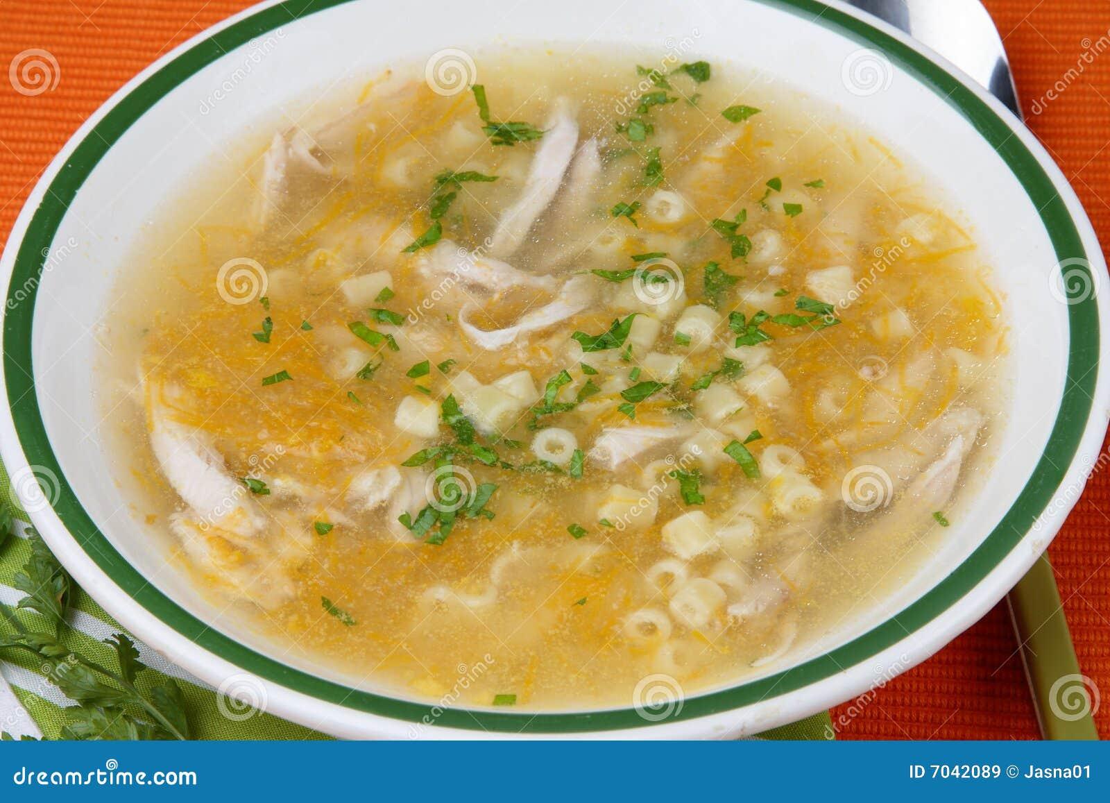 Sopa de galinha com carne