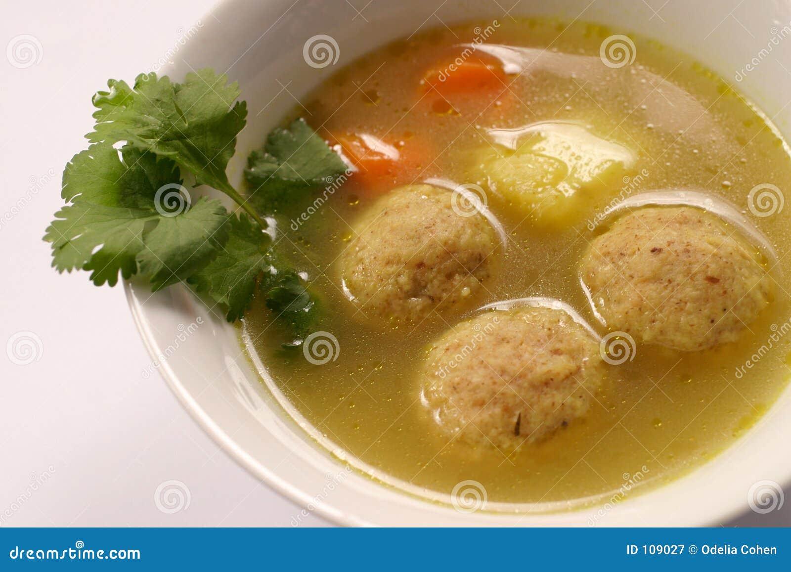Sopa de Kneidel