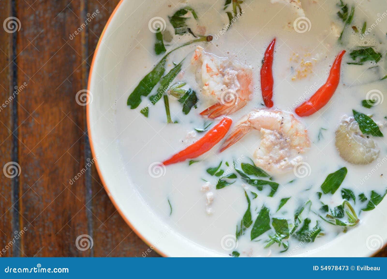Sopa de la leche de coco del camarón