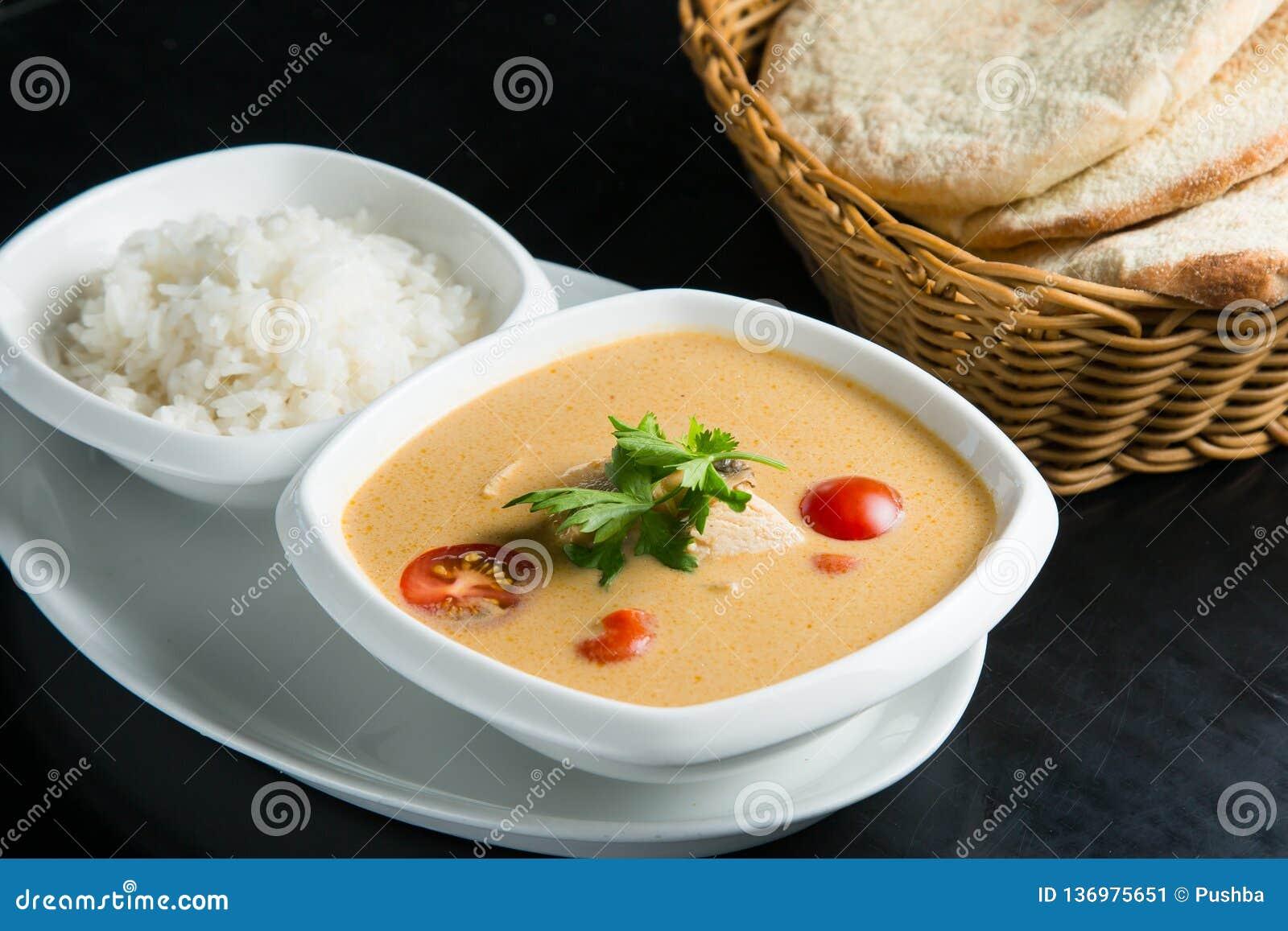 Sopa de los pescados con crema agria