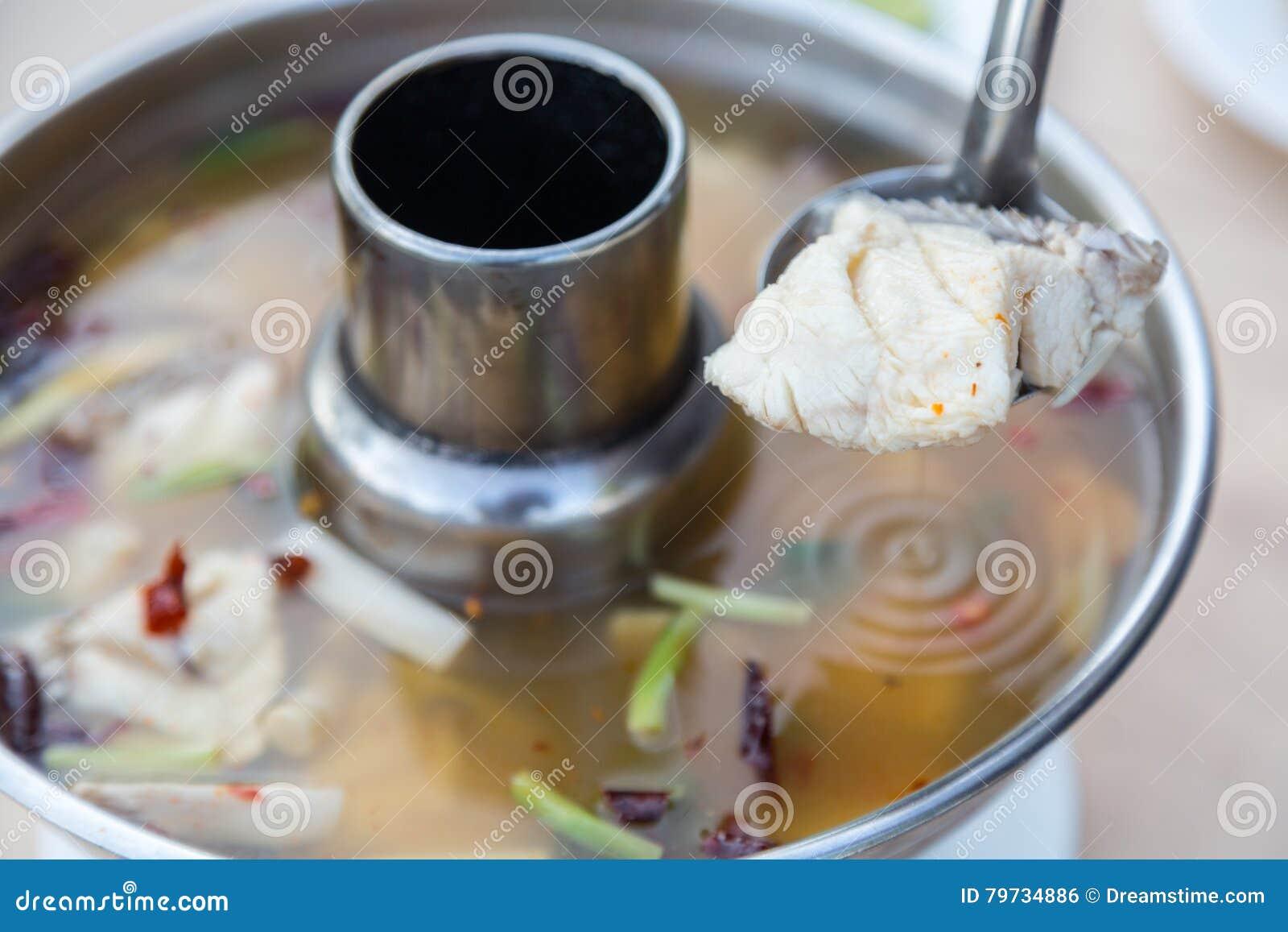 Sopa de los pescados de Tom Yum Thai