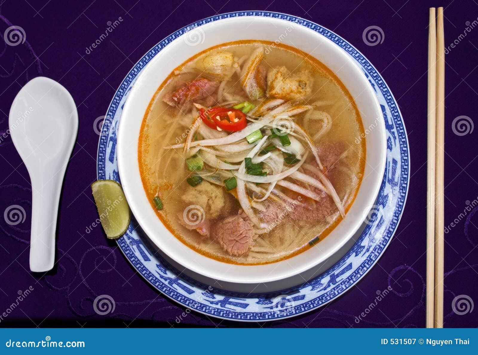 Sopa de macarronete da carne