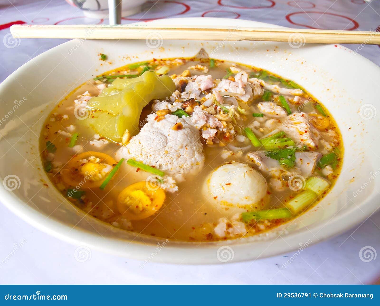 Sopa de macarronete tailandesa