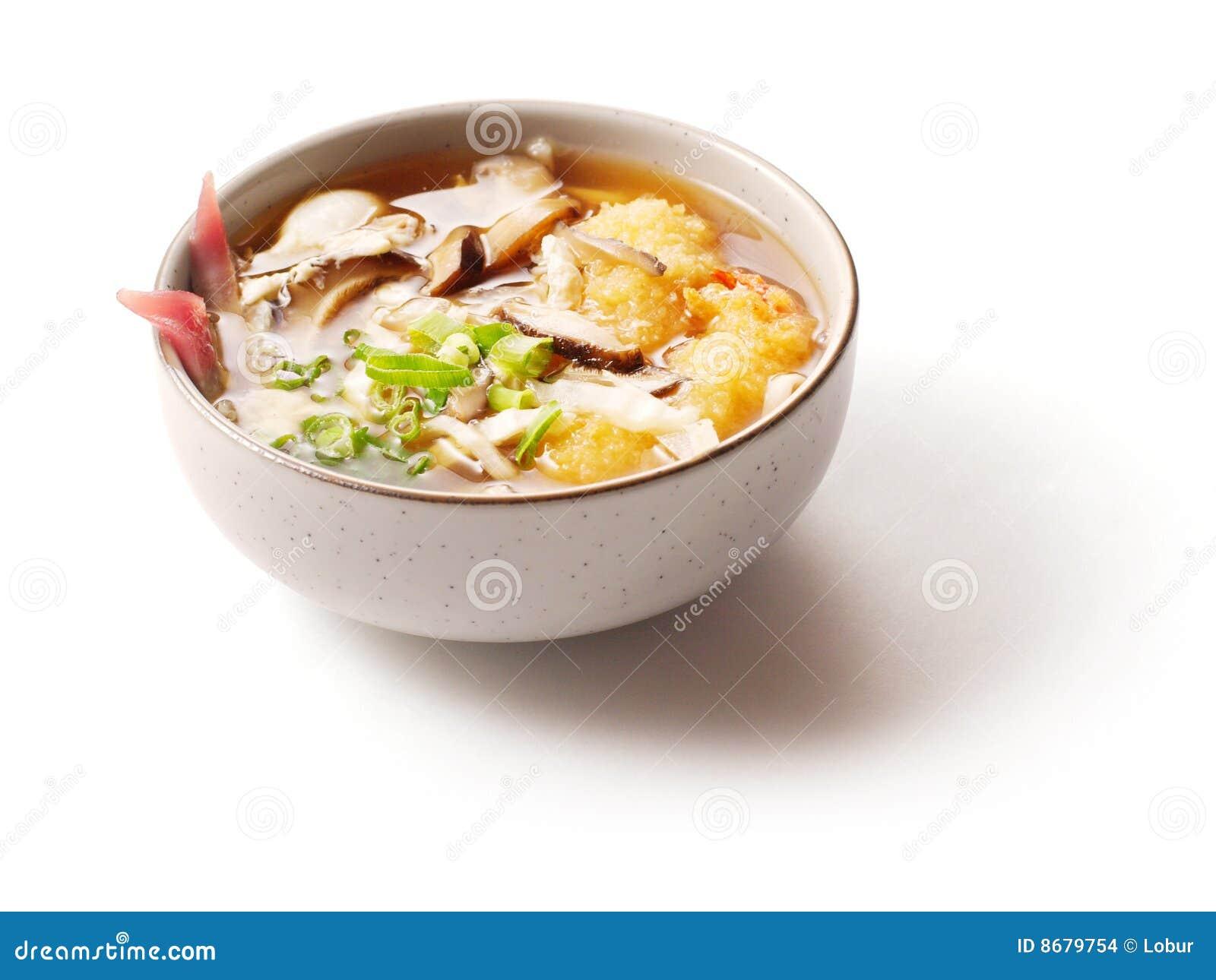 Sopa de Miso com os cogumelos no prato pequeno
