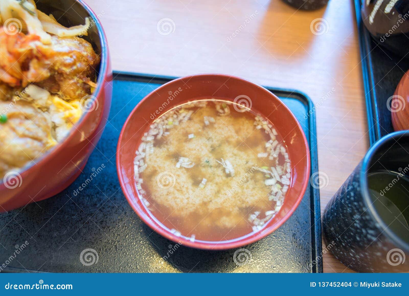Sopa de Miso en un restaurante japonés