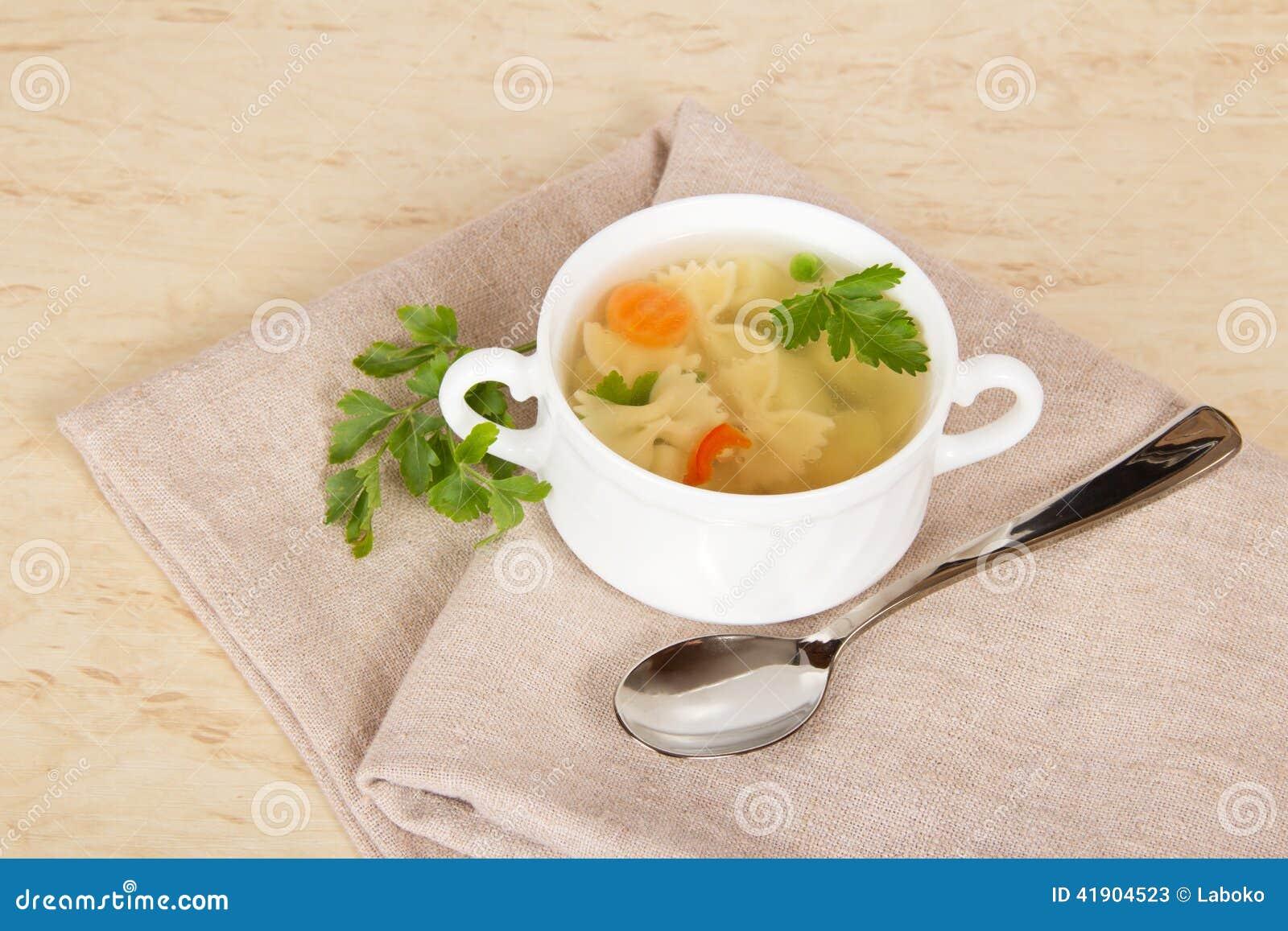 Sopa de tallarines vegetal