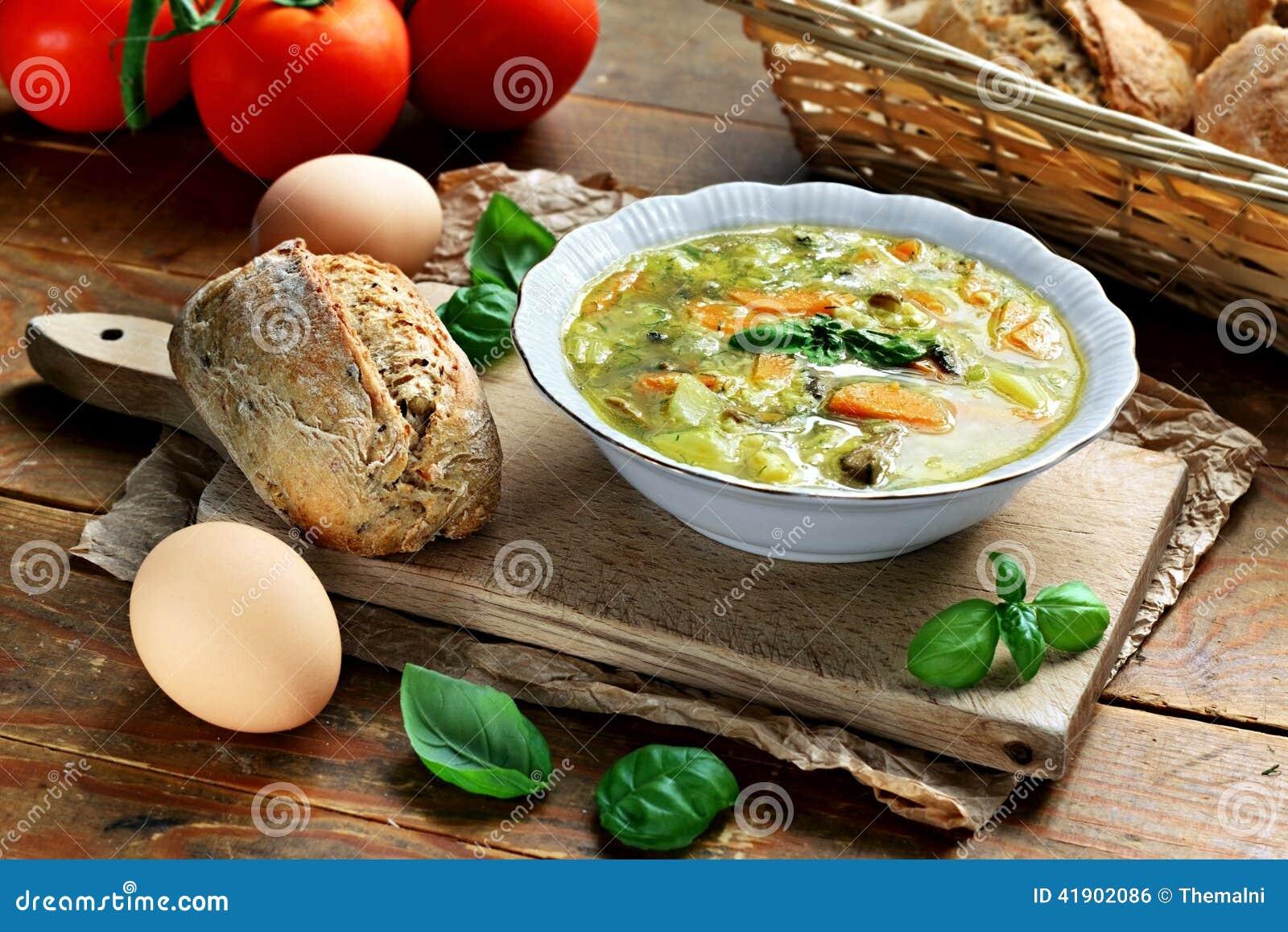 Sopa de verduras del huevo