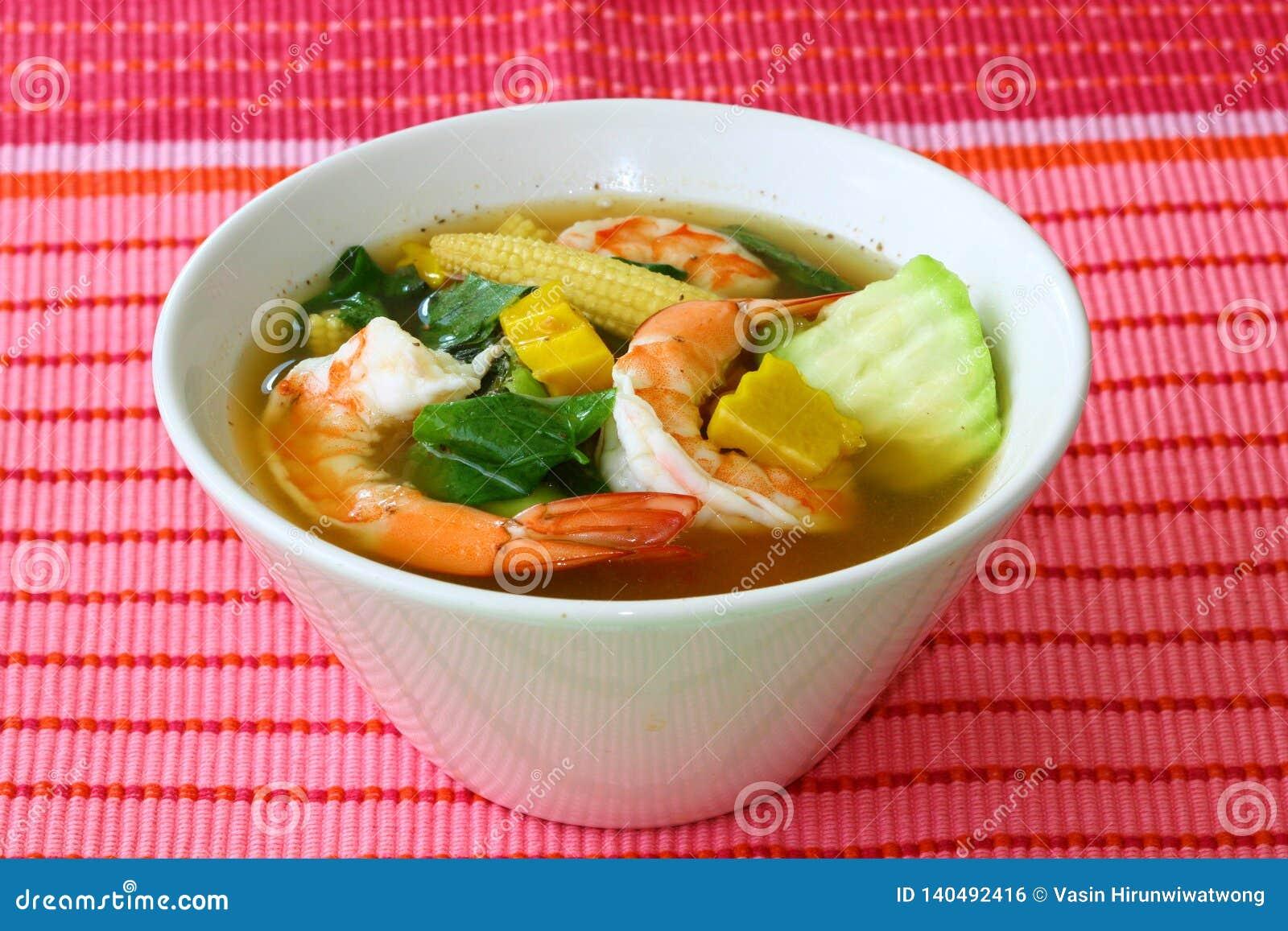 Sopa de verduras mezclada picante tailandesa con la cuadrilla Liang Goong de las gambas