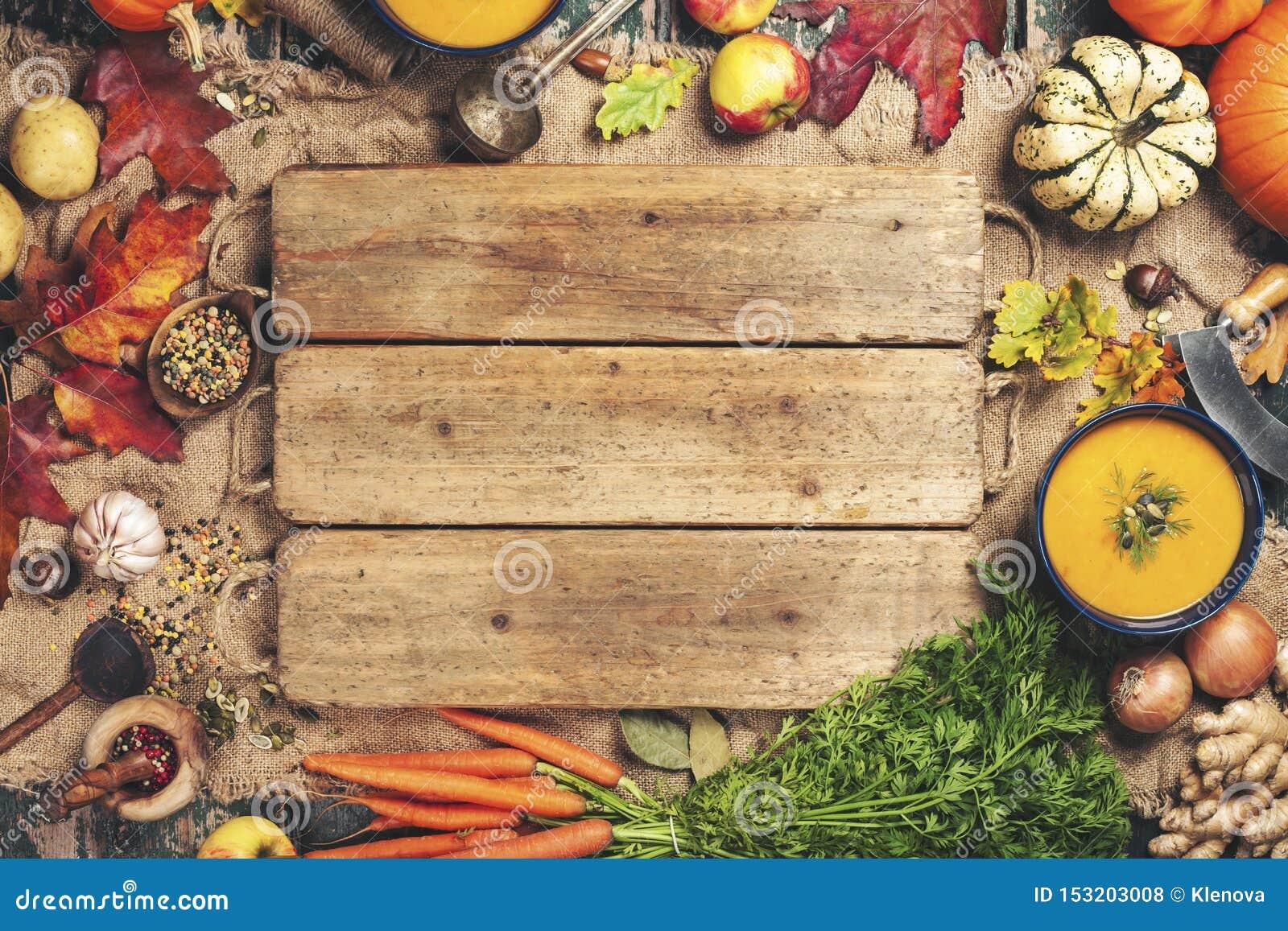 Sopa do vegetal ou da abóbora e ingredientes, espaço para o texto