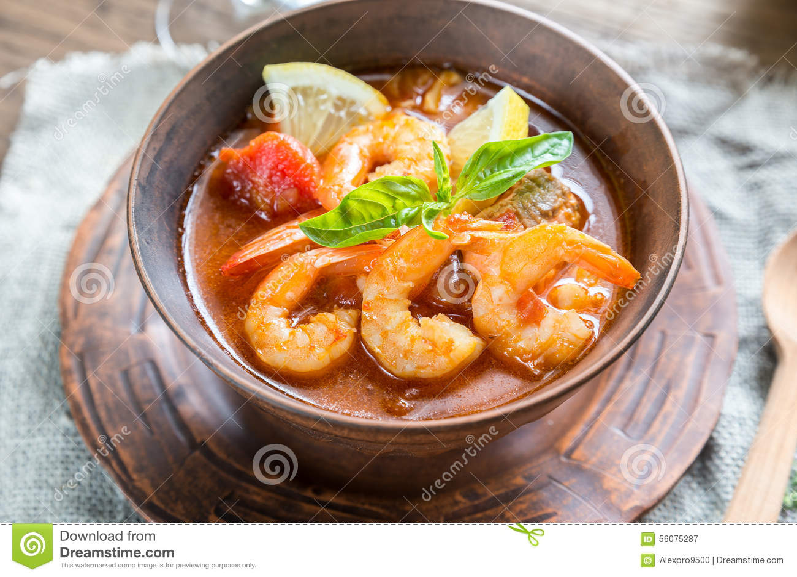 Sopa francesa picante con los mariscos imagen de archivo Tapas francesas