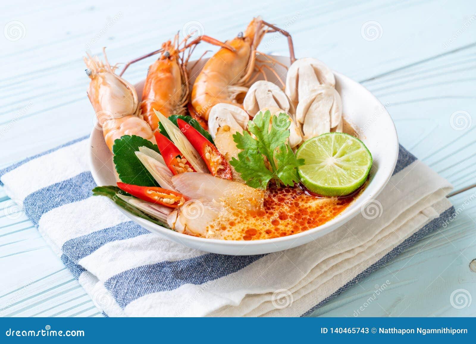 Sopa picante dos camarões (Tom Yum Goong