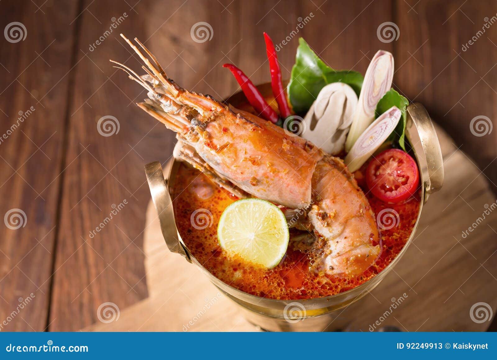 Sopa tailandesa picante do marisco do goong de Tom yum