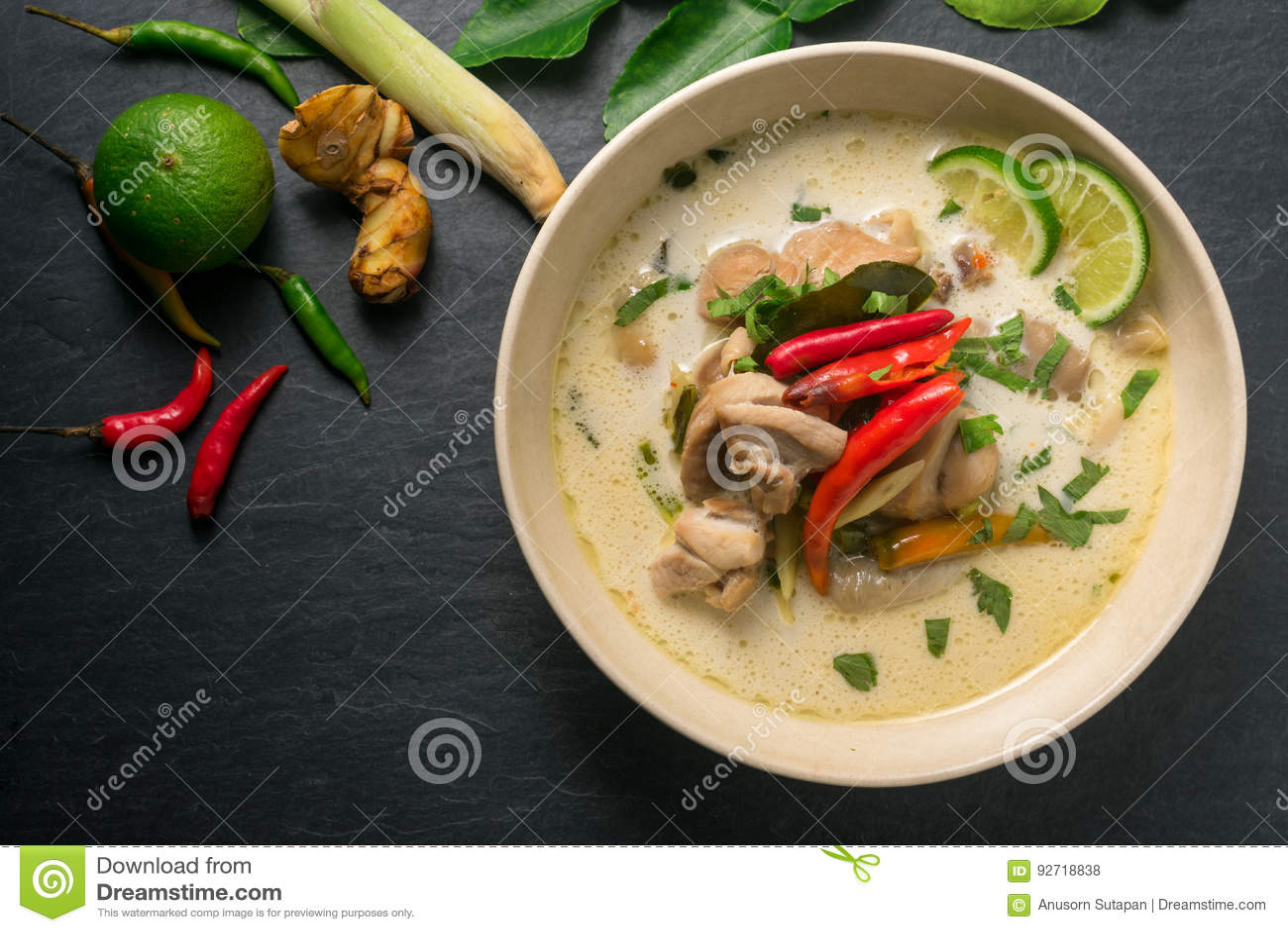 Sopa Tom Kha Gai, Comida Tailandesa Del Coco Del Pollo En Etiqueta ...