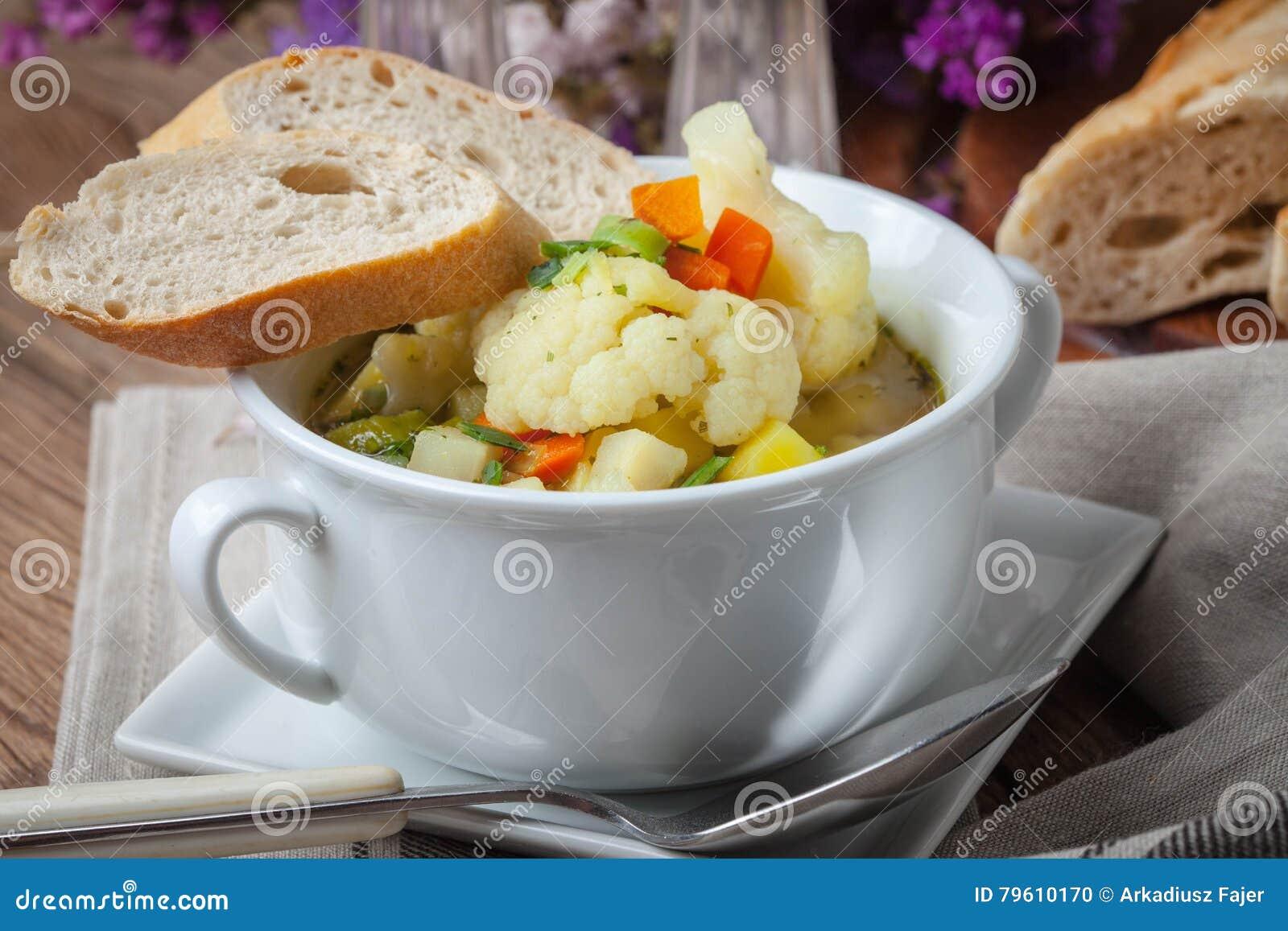 Sopa vegetal caseiro fresca