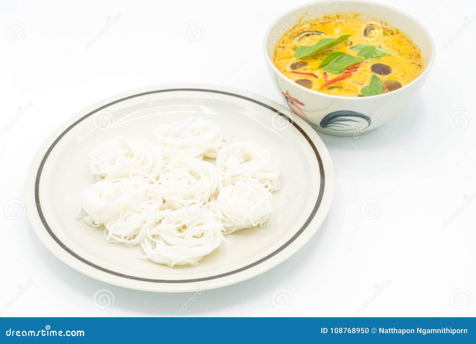 Sopa Verde Del Curry Del Pollo Con Los Tallarines De Arroz