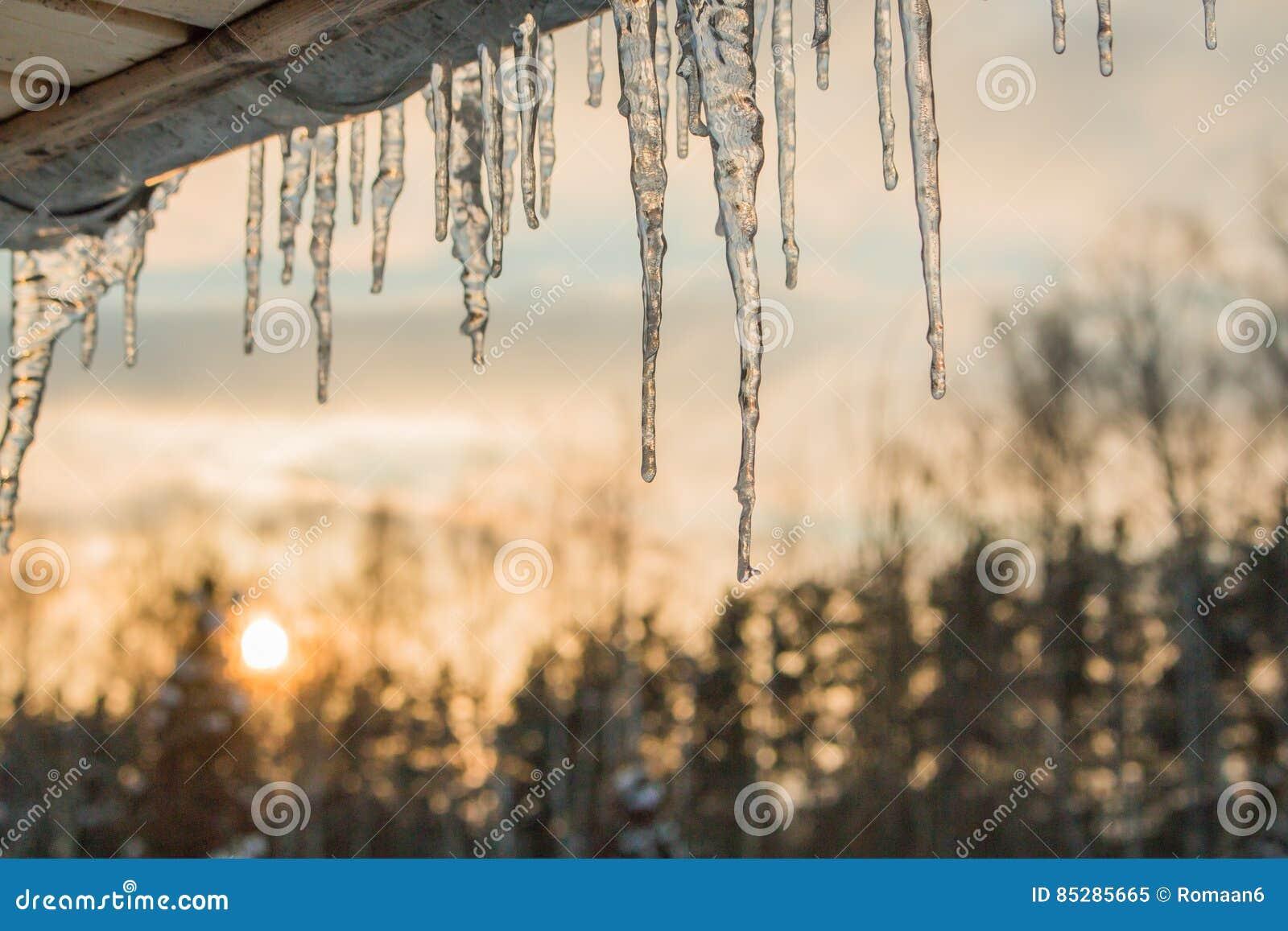Sopel zimy słońca nieba dach