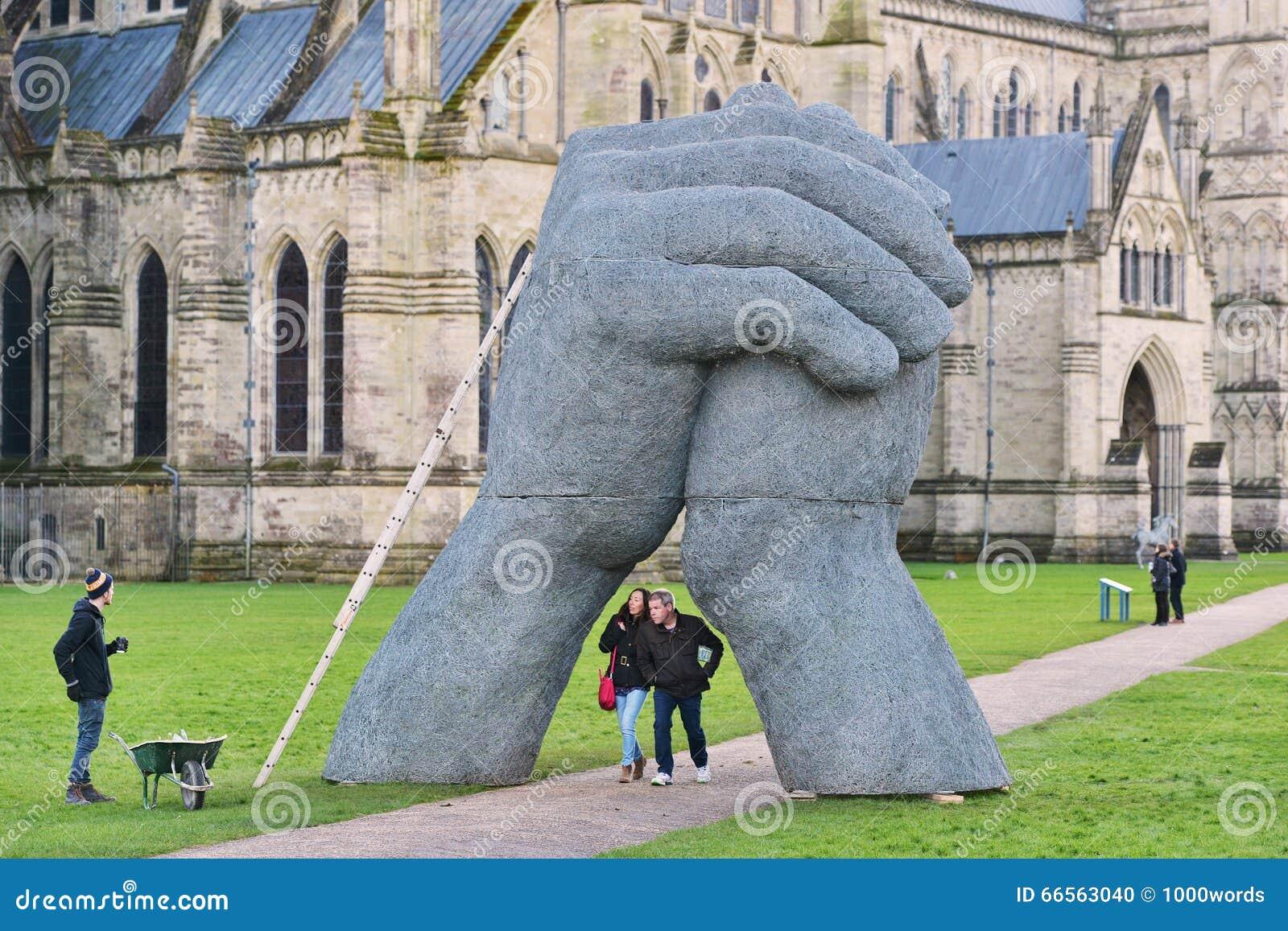 Sophie Ryder Art Exhibition à la cathédrale de Salisbury
