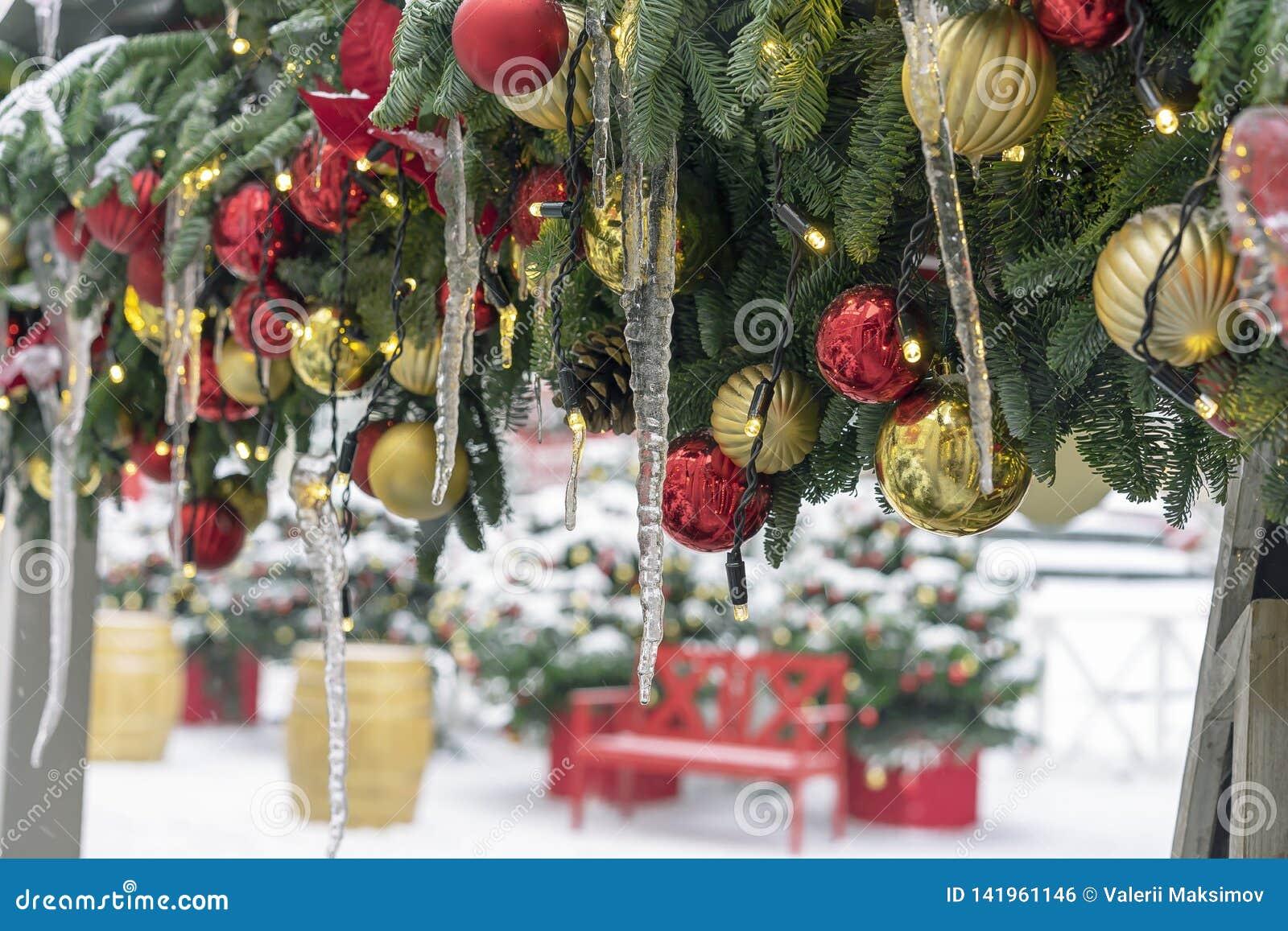 Sople na choinek dekoracjach Dekoracje nowy rok, boże narodzenia