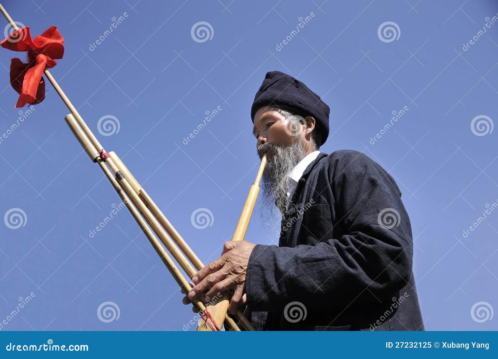 Soplo Lusheng, hombre del hmong