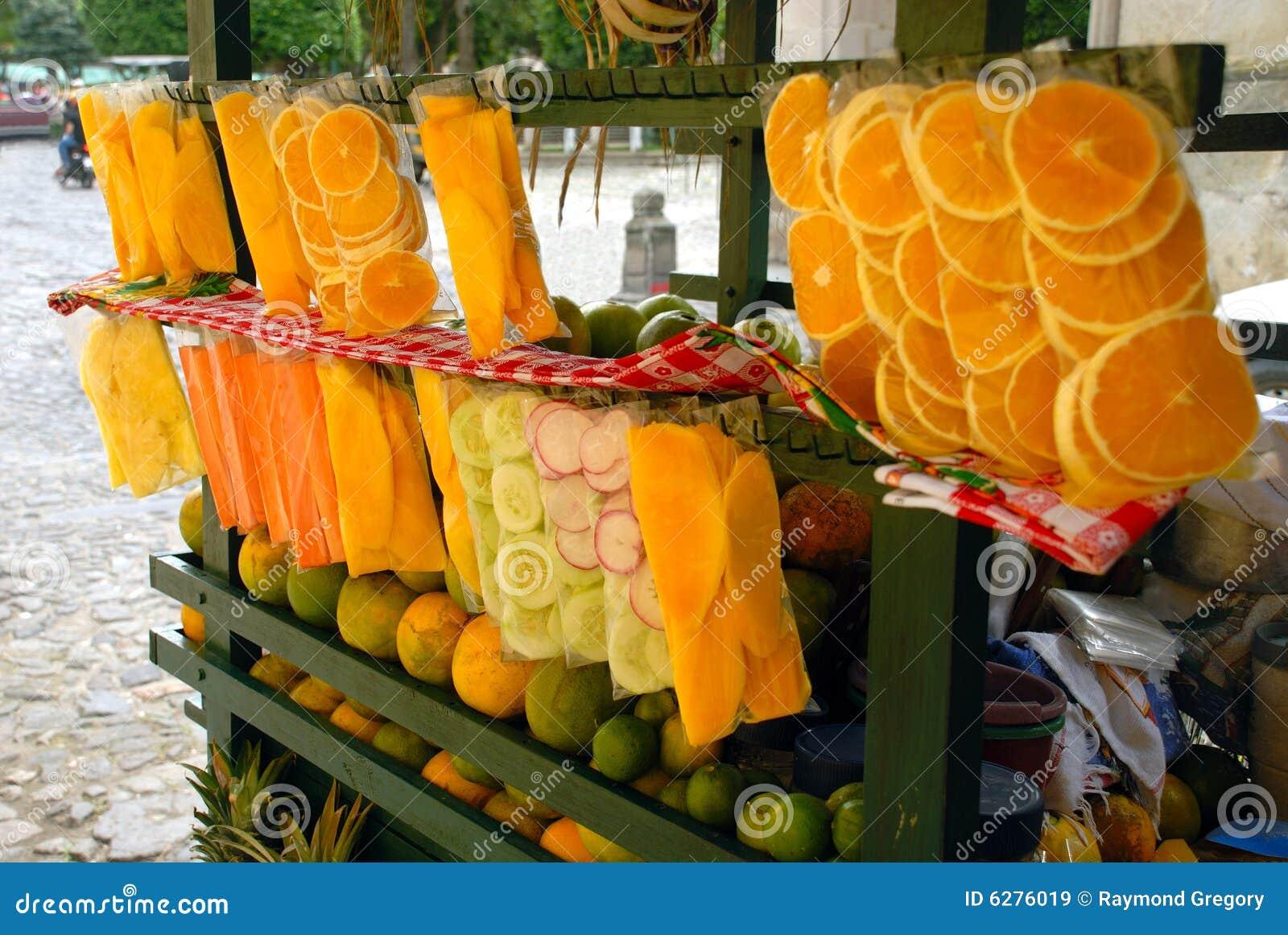 Soporte de fruta del carro de la calle antigua guatemala - Carro de frutas ...