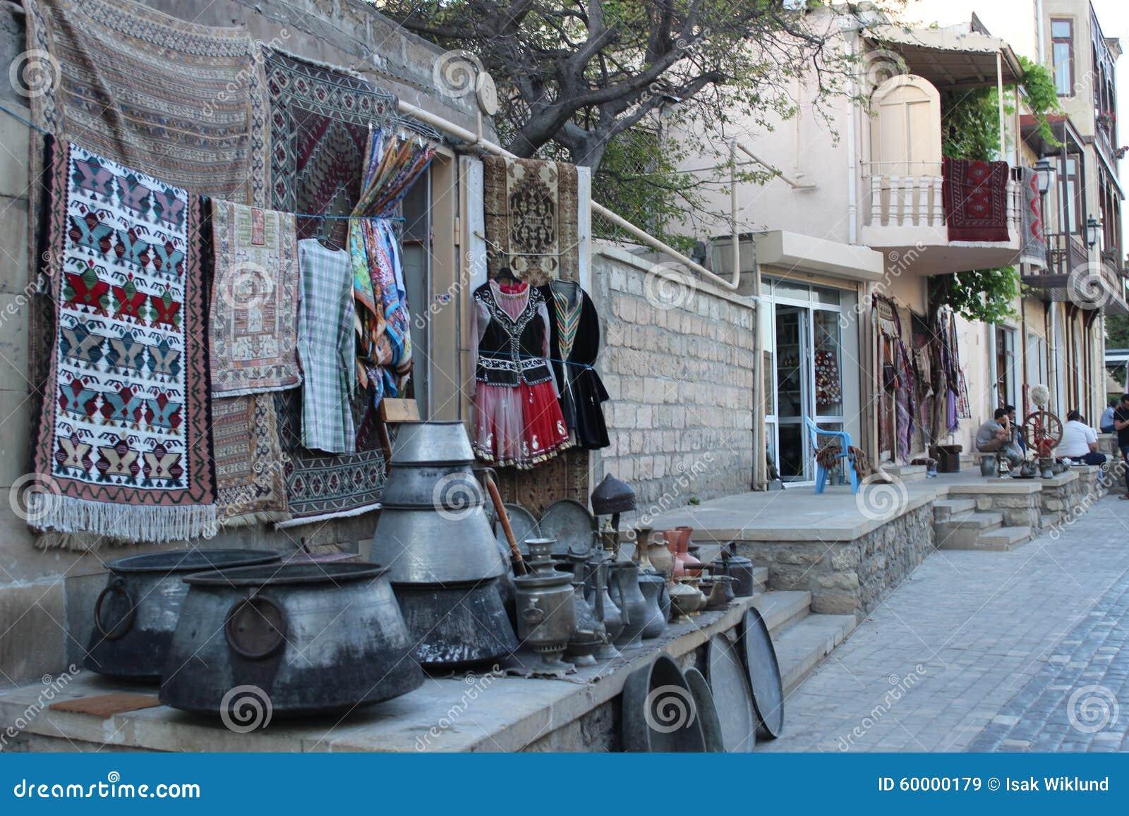 Soporte de recuerdo en la ciudad vieja de Baku