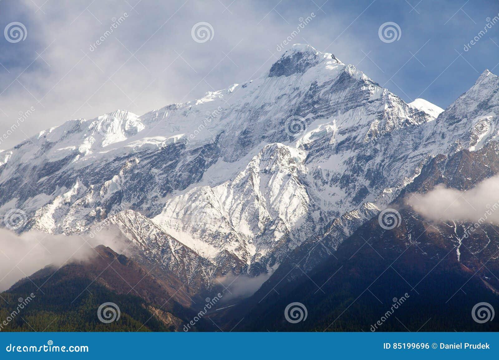Soporte hermoso, rastro redondo del senderismo del circuito de Annapurna