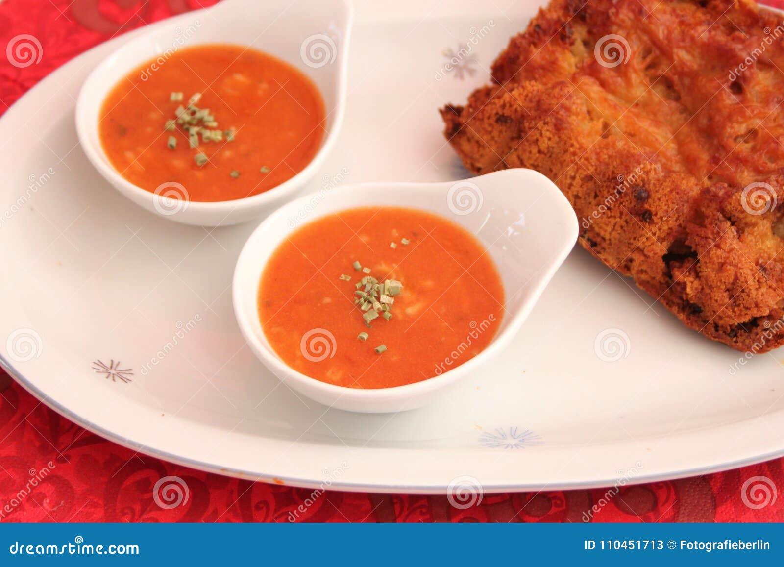 Soppa av tomater med ris