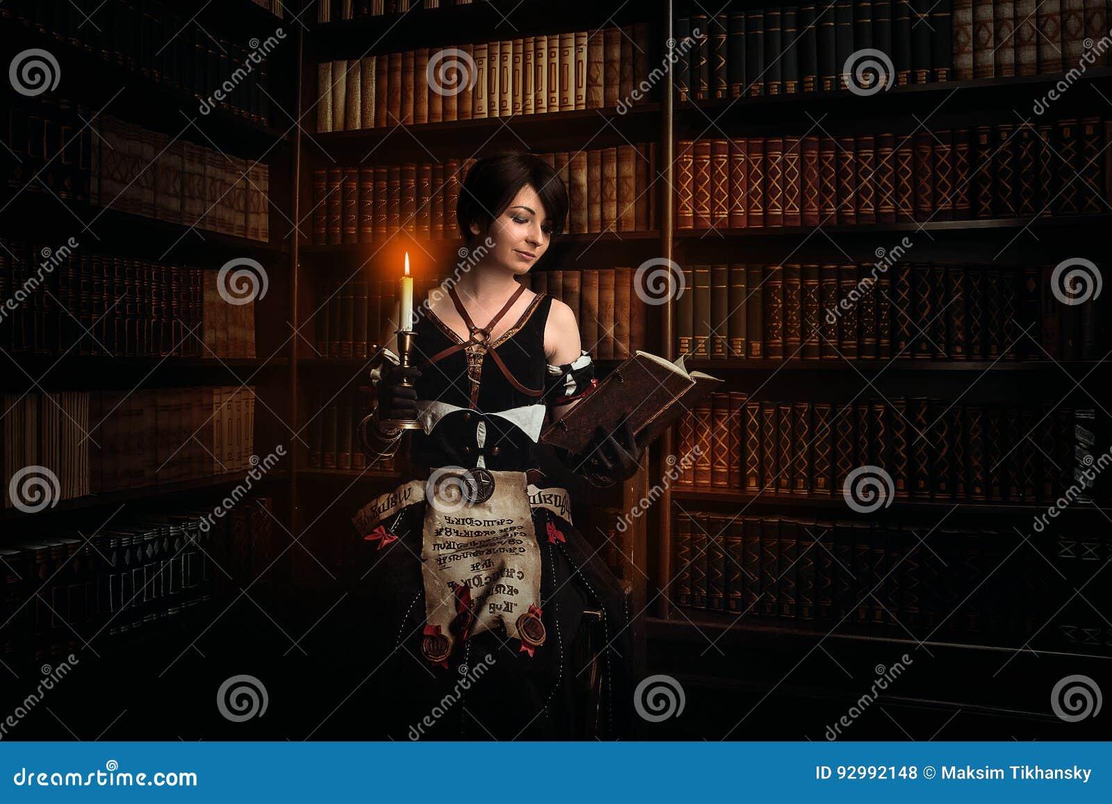 Sorcière avec des livres