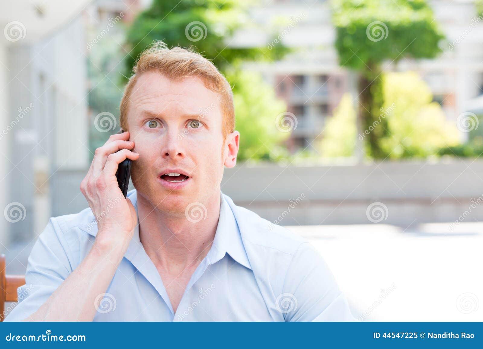 Sorprendido en el teléfono