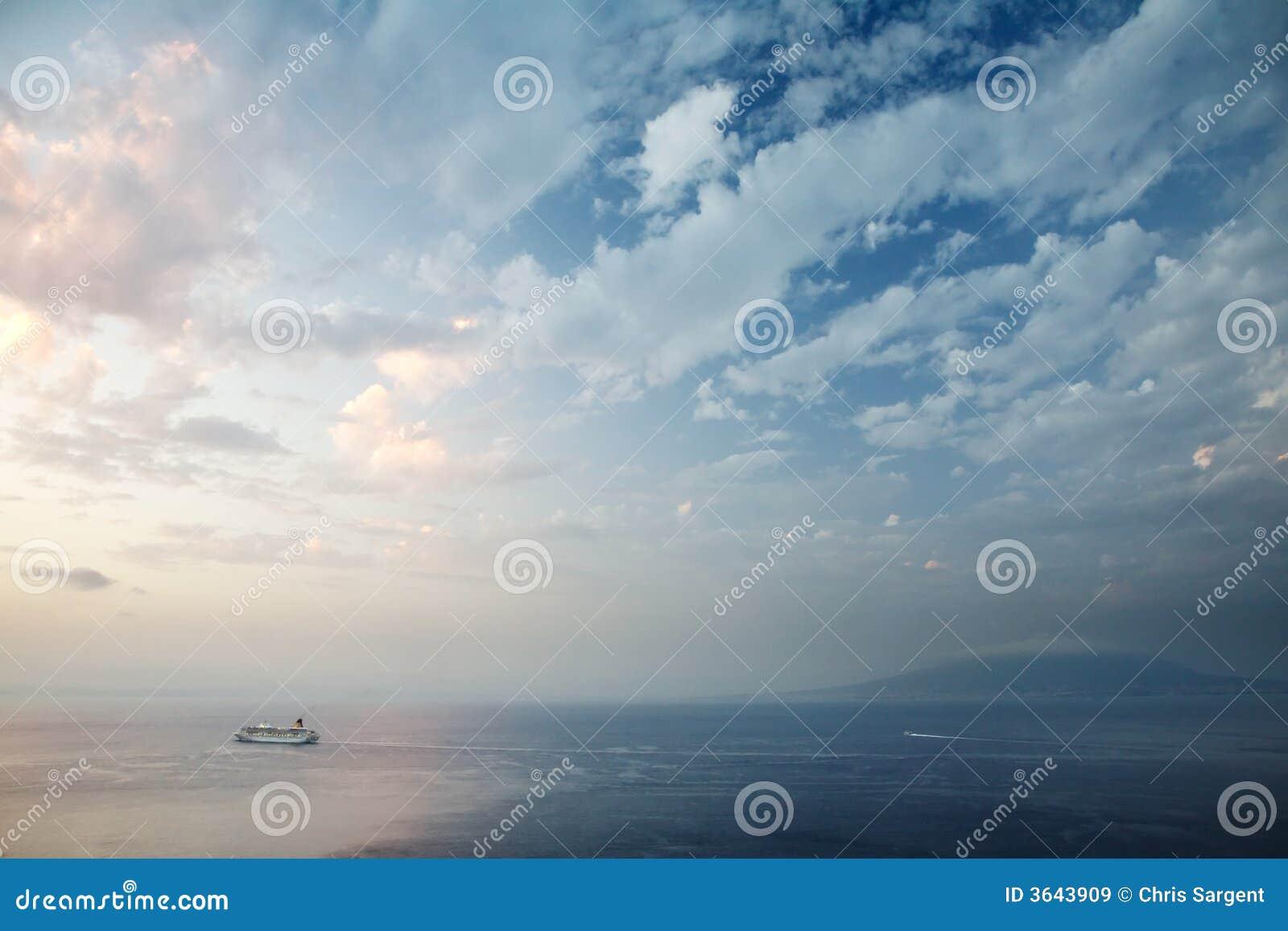 Sorrento en de Baai van Napels bij Zonsondergang