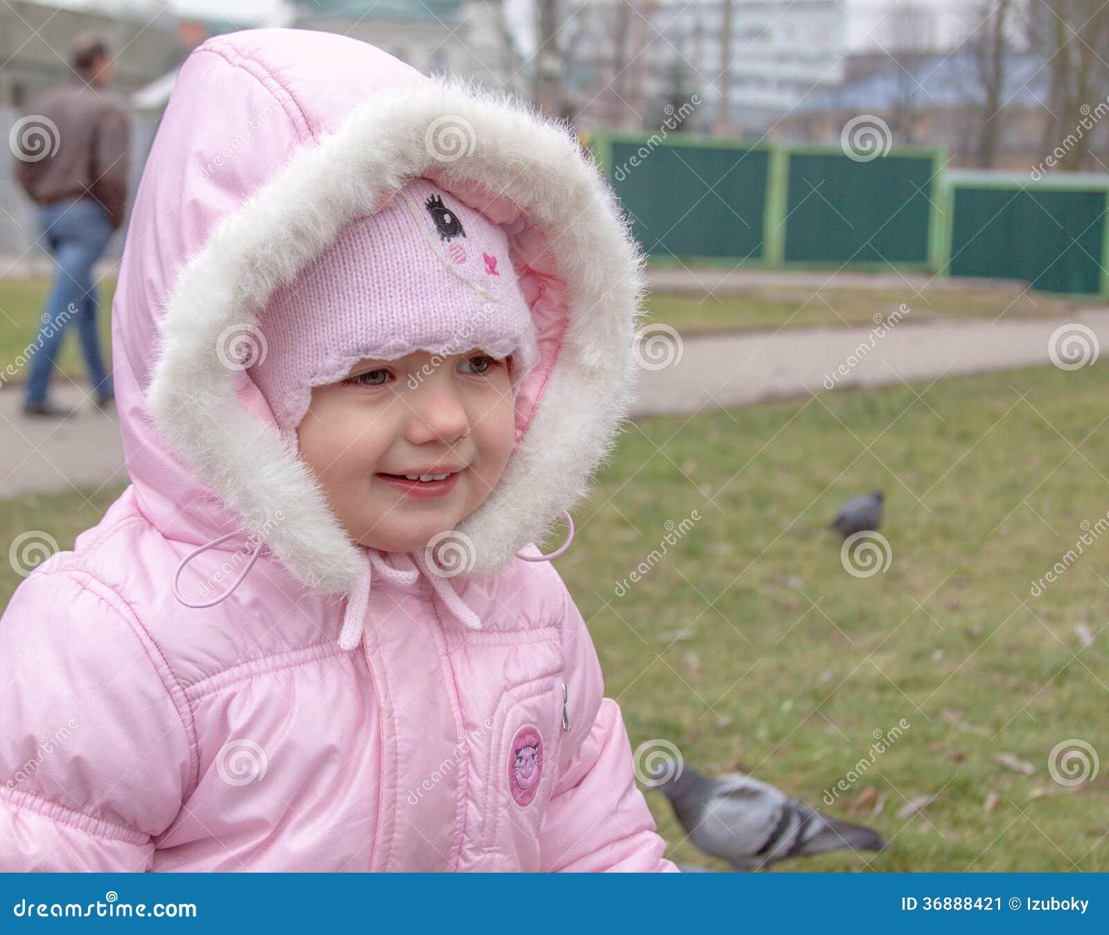Download Sorridere Del Bambino All'aperto Immagine Stock - Immagine di sorridere, caucasico: 36888421