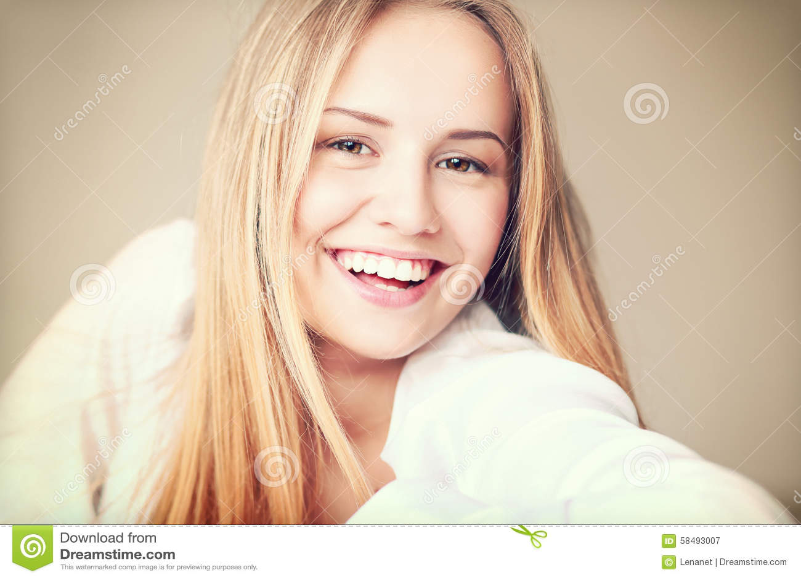 Sorriso adolescente da menina