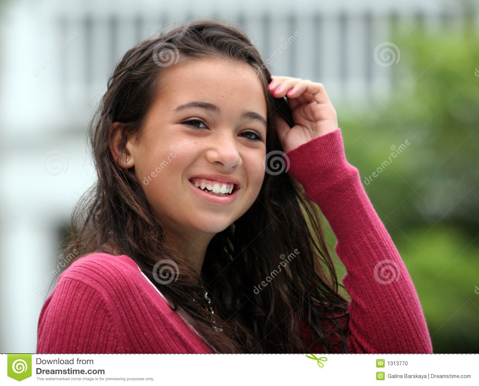 Sorriso adolescente feliz da menina