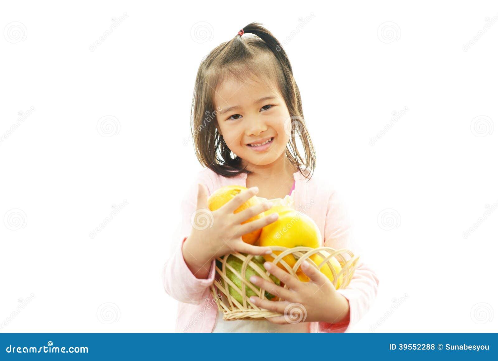 Sorriso asiatico felice della ragazza