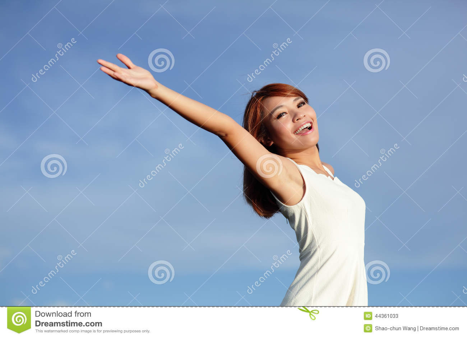 Sorriso libero e donna felice