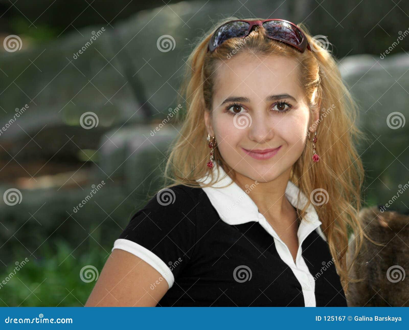 Sorriso louro da menina