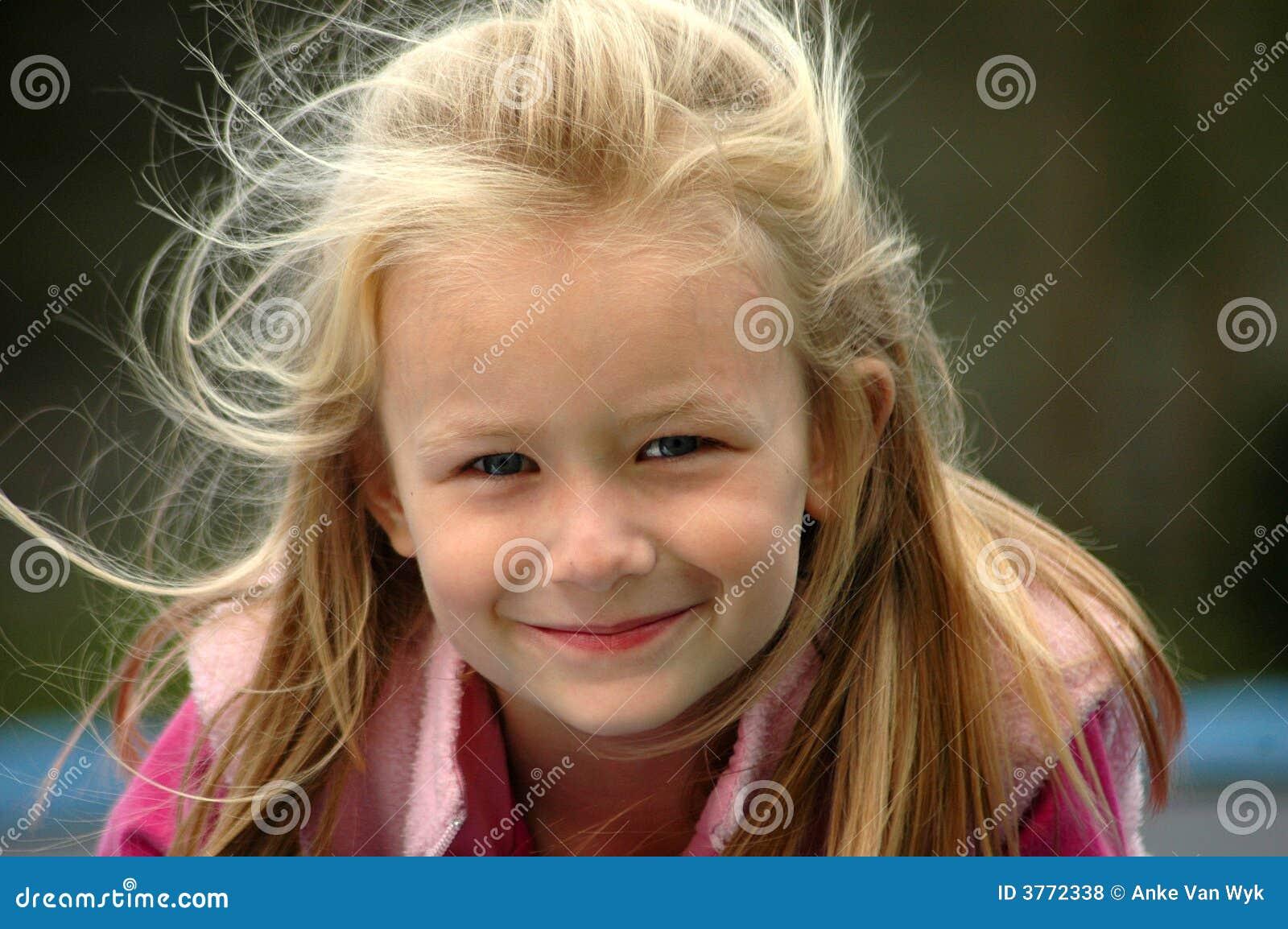 Fotografie stock libere da diritti: sorriso naturale del bambino