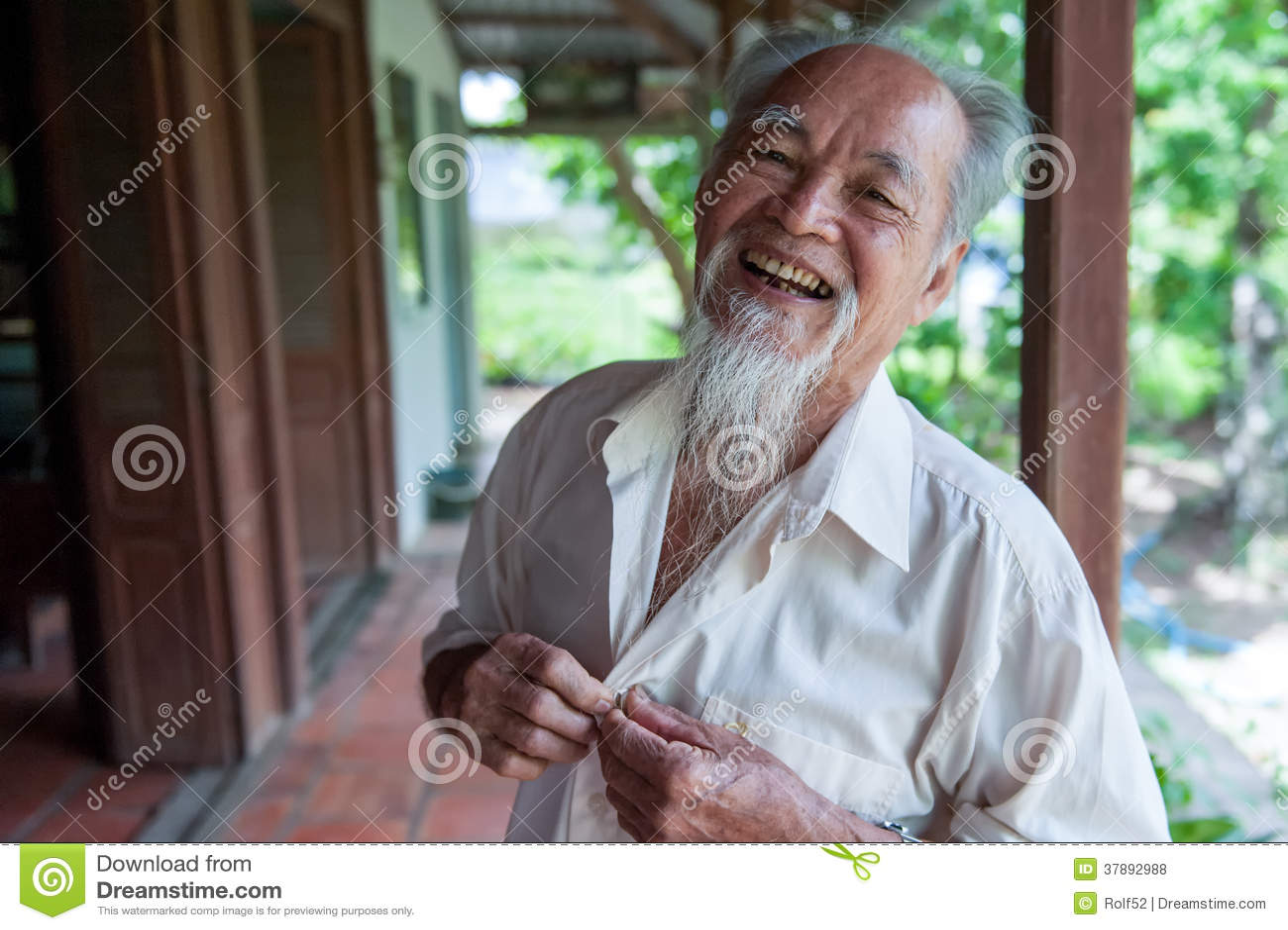 Sorriso vietnamiano de 89 anos