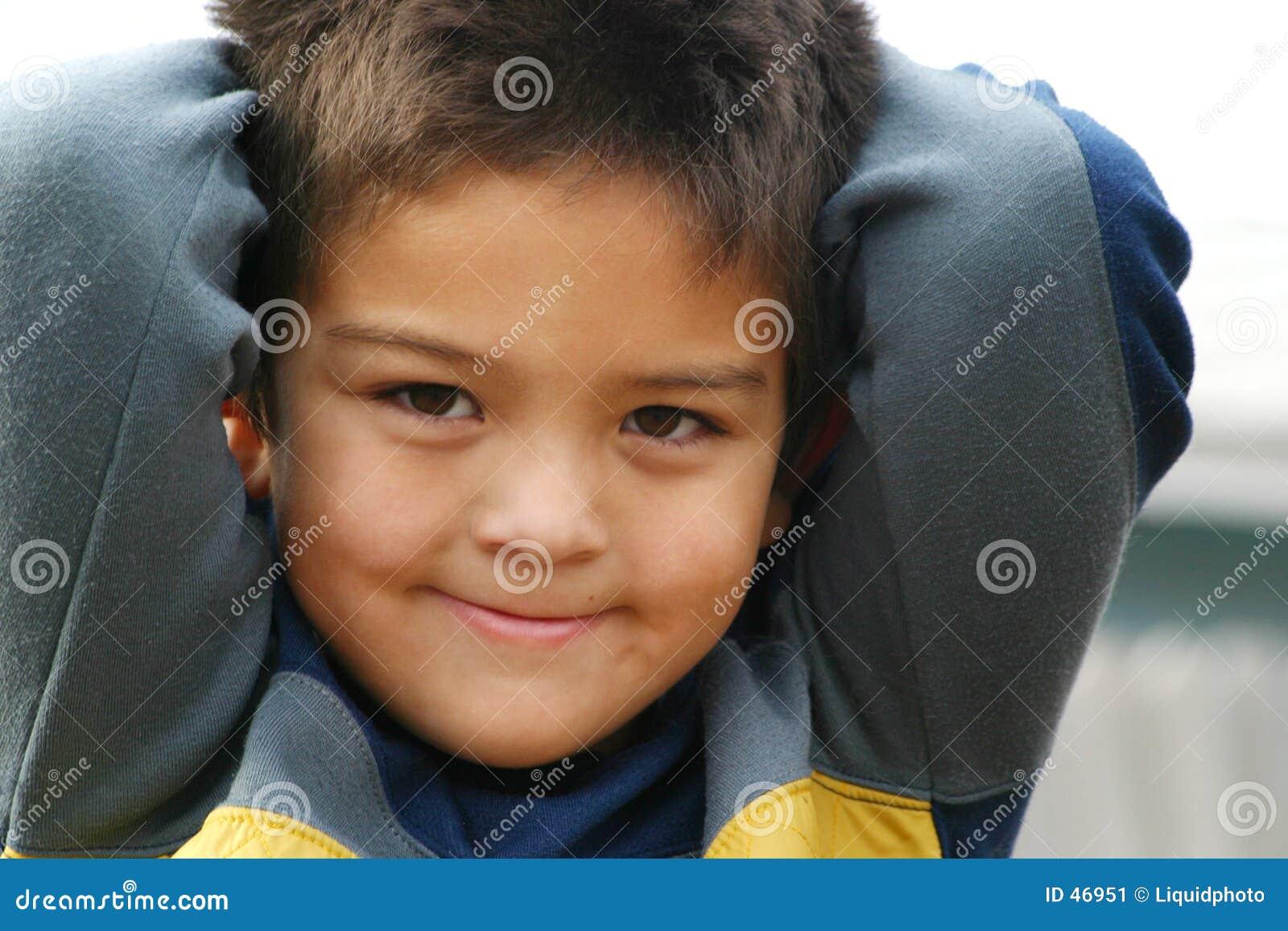 Sorrisos novos do menino