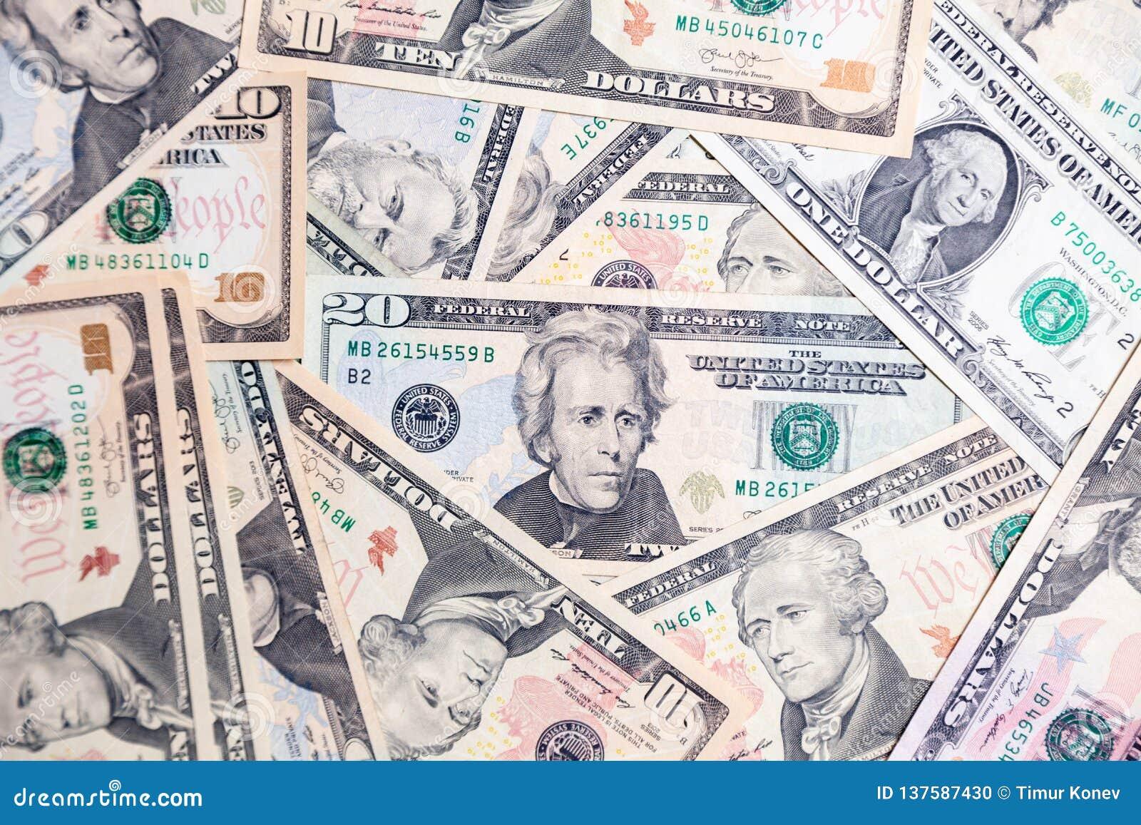 Sort de plan rapproché de président américain de billets de banque du dollar Saut de concept, chute, taux, change, dette, bénéfic