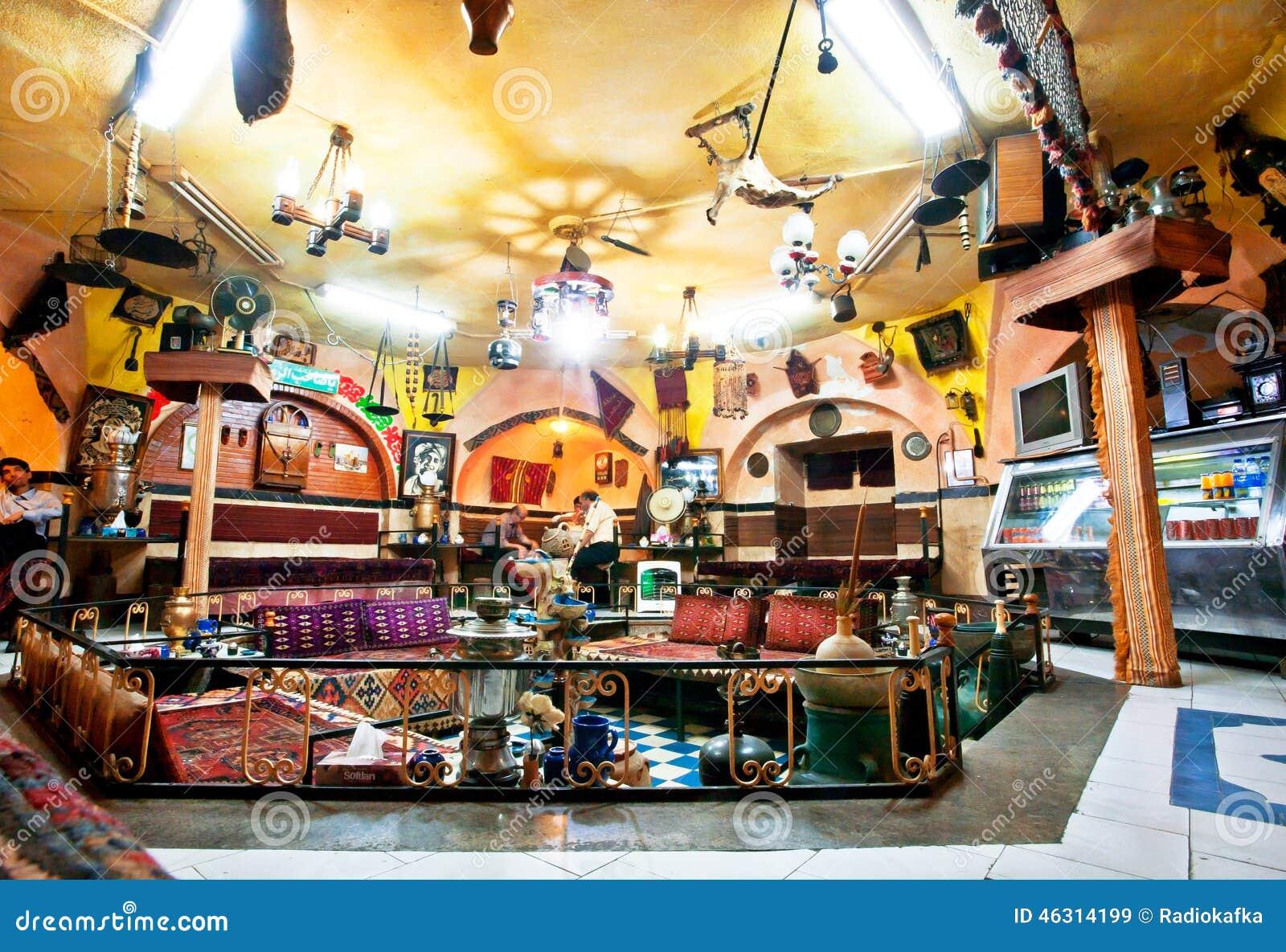 Sort de vieux meubles dans un salon de th persan traditionnel de restaurant - Vieux meubles restaures ...