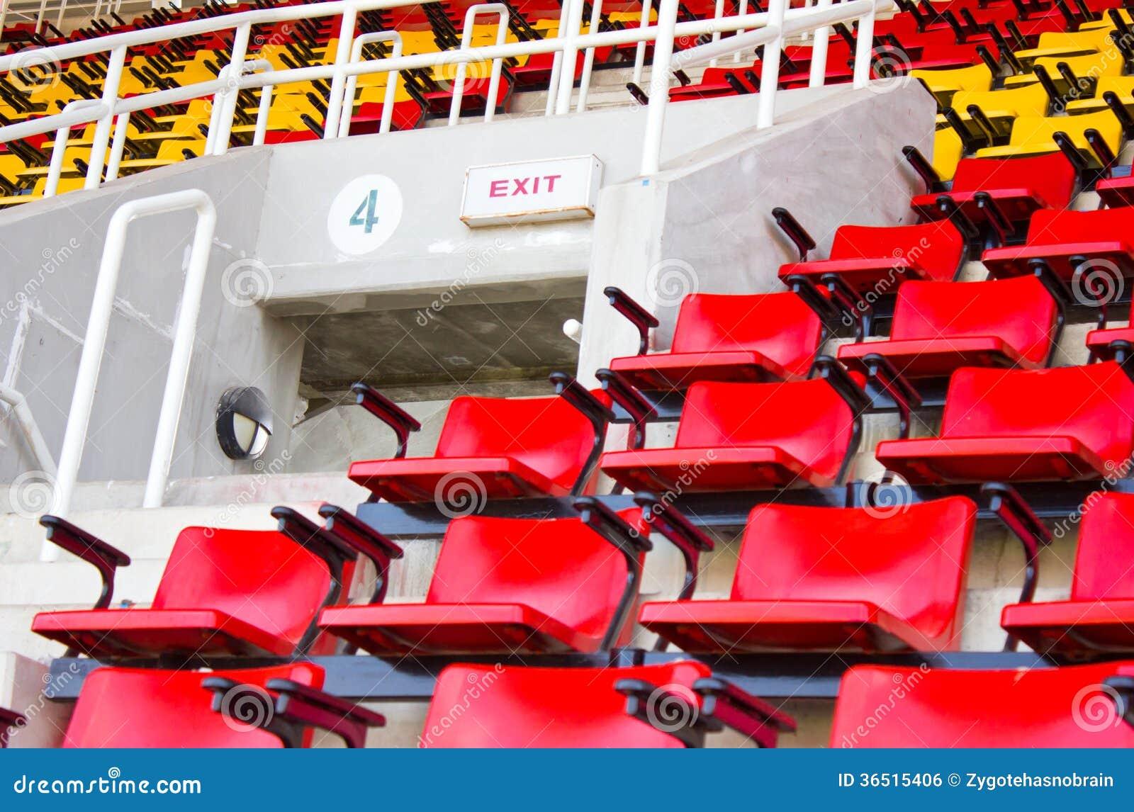 Sortez le signe au stade.